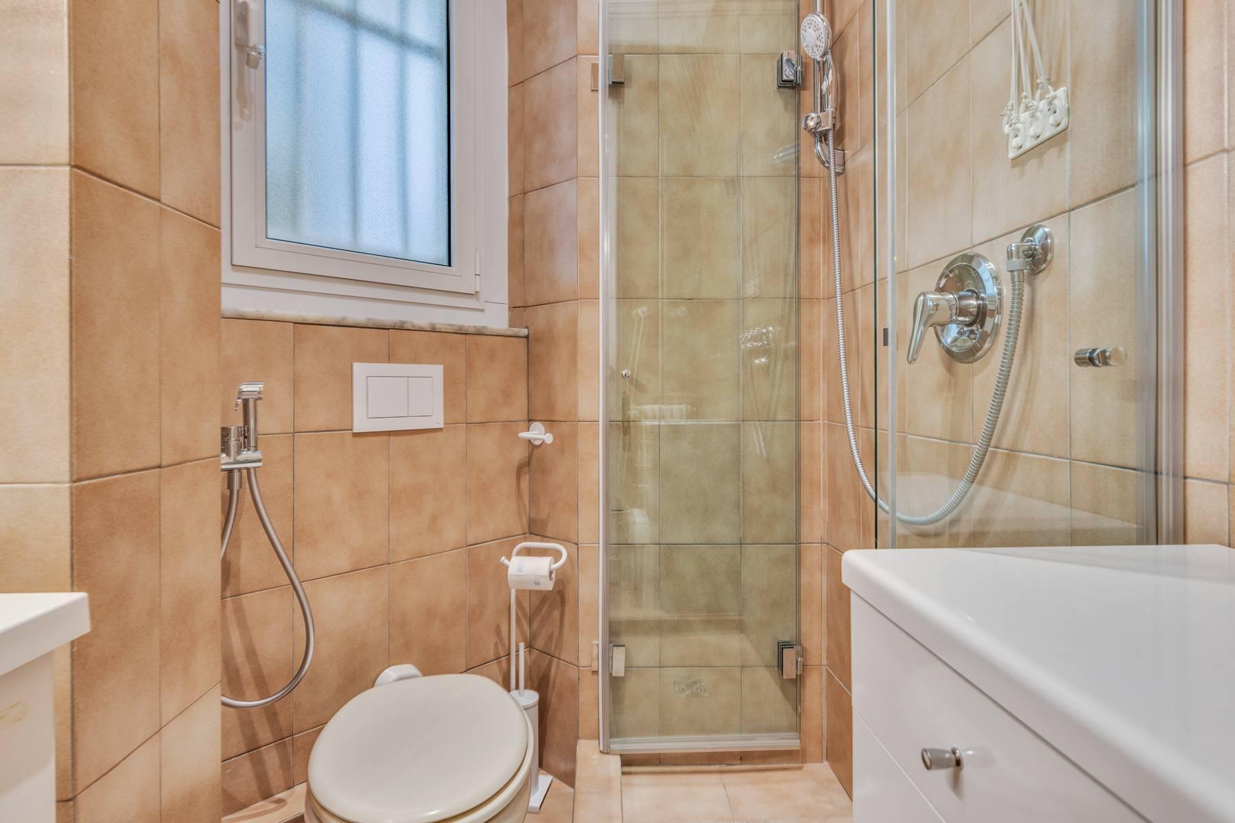 Prestigious 275 sqm apartment inside a period building in Carignano - 28
