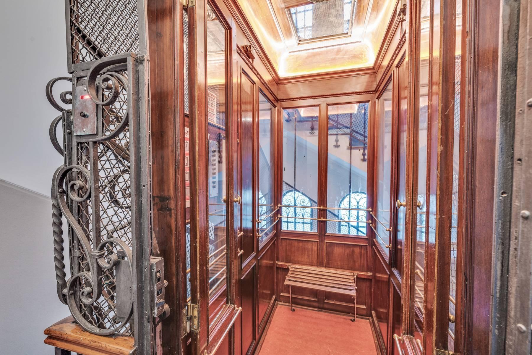 Prestigious 275 sqm apartment inside a period building in Carignano - 29