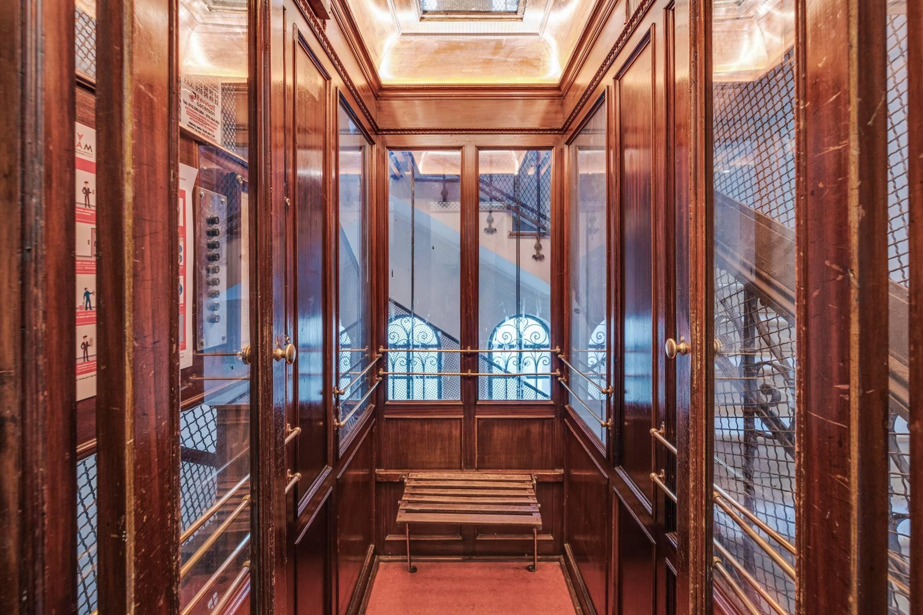 Prestigious 275 sqm apartment inside a period building in Carignano - 12