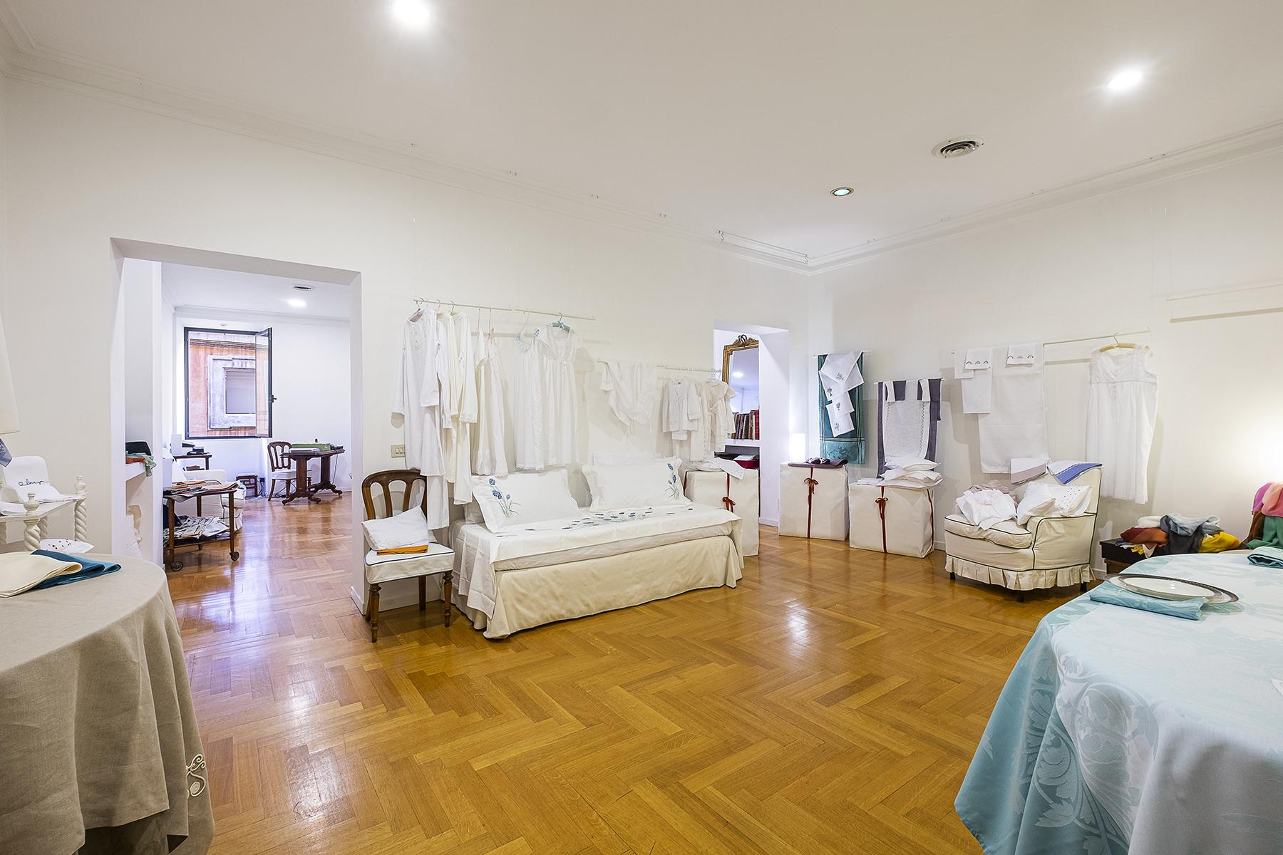 Shop for rent in the exclusive Via Frattina - 6