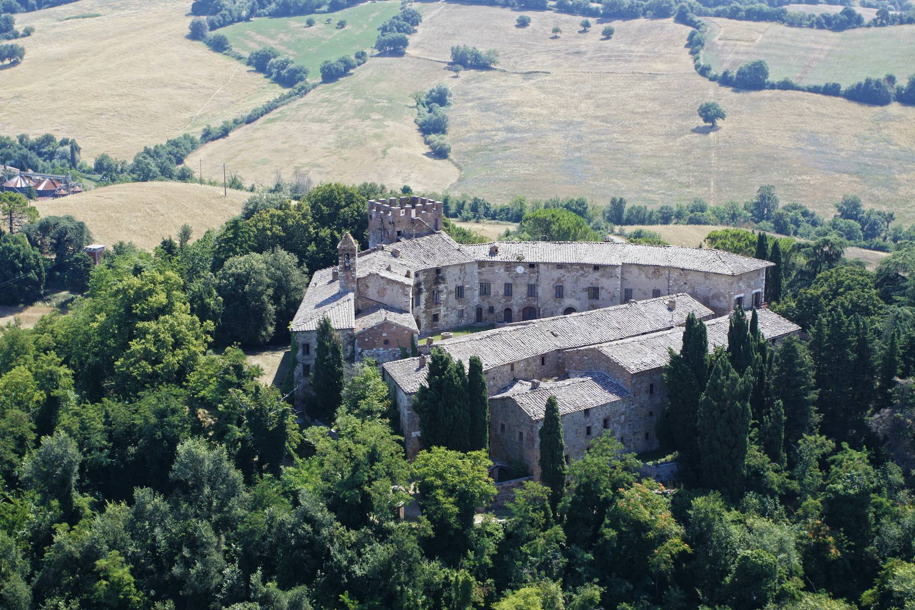 Incredible castle and hamlet  of the 12th century in the countryside of Siena - 2