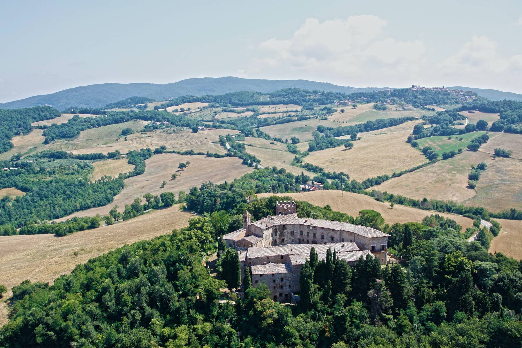 Incredible castle and hamlet  of the 12th century in the countryside of Siena - 1
