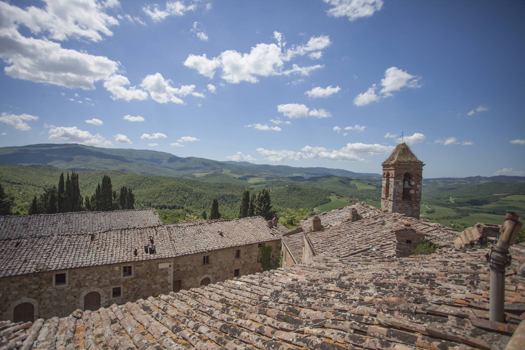 Incredible castle and hamlet  of the 12th century in the countryside of Siena - 8