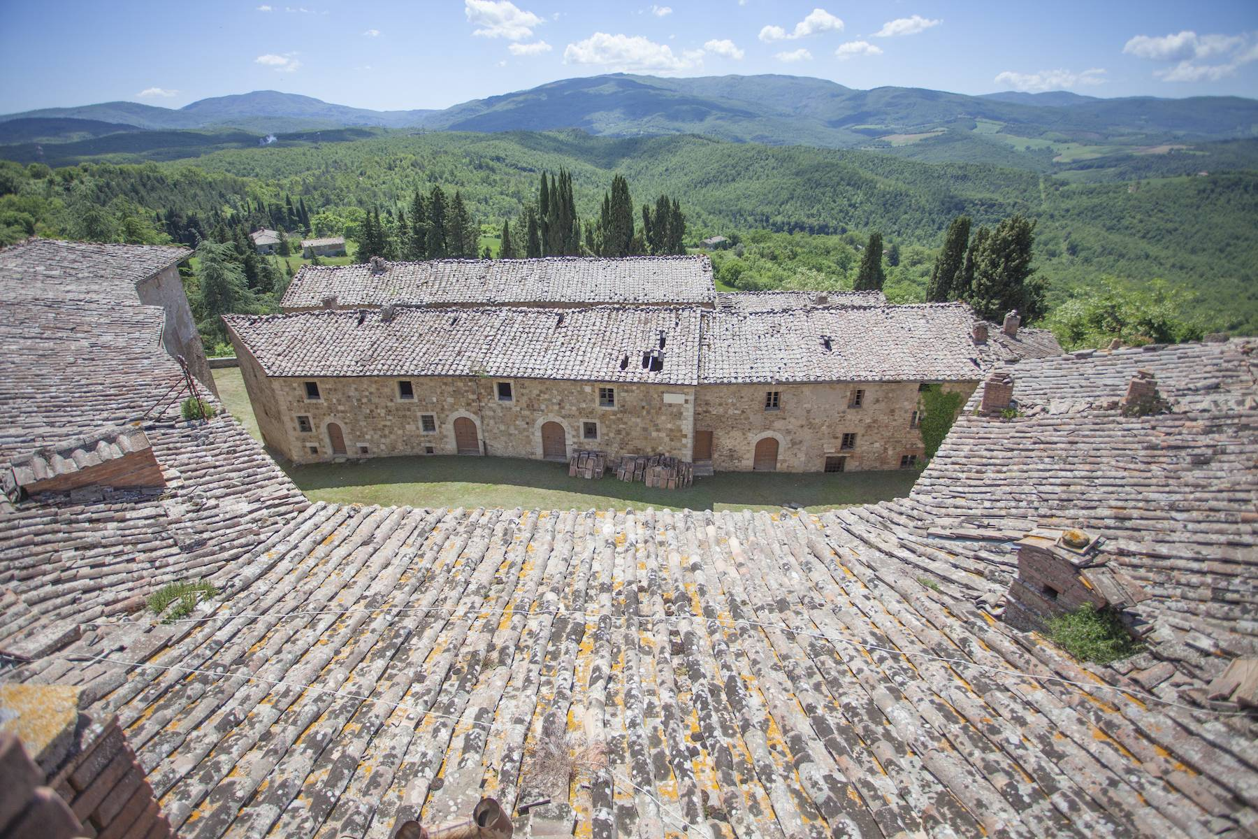 Incredible castle and hamlet  of the 12th century in the countryside of Siena - 7