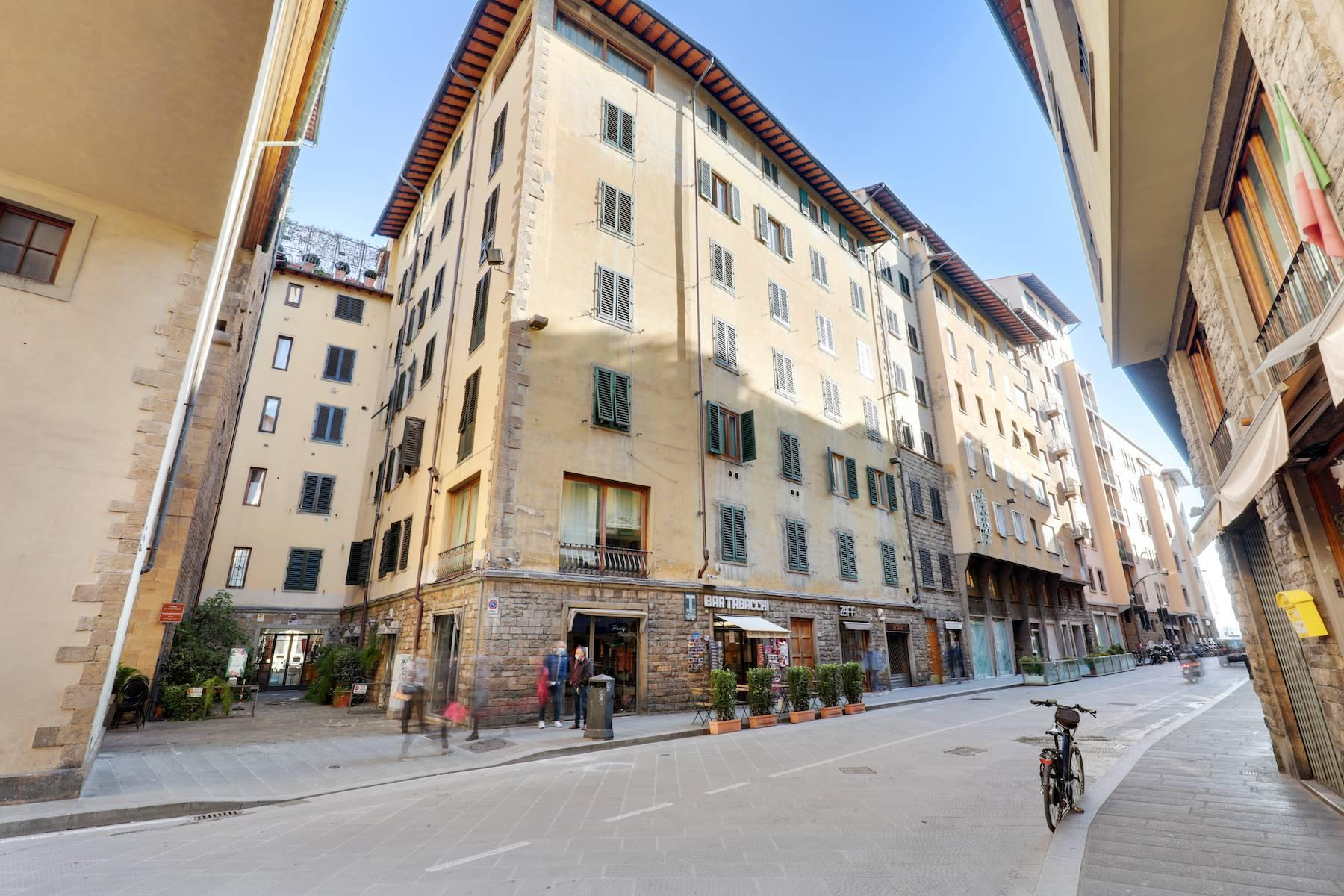 Шикарные апартаменты рядом с Понте Веккьо - 20