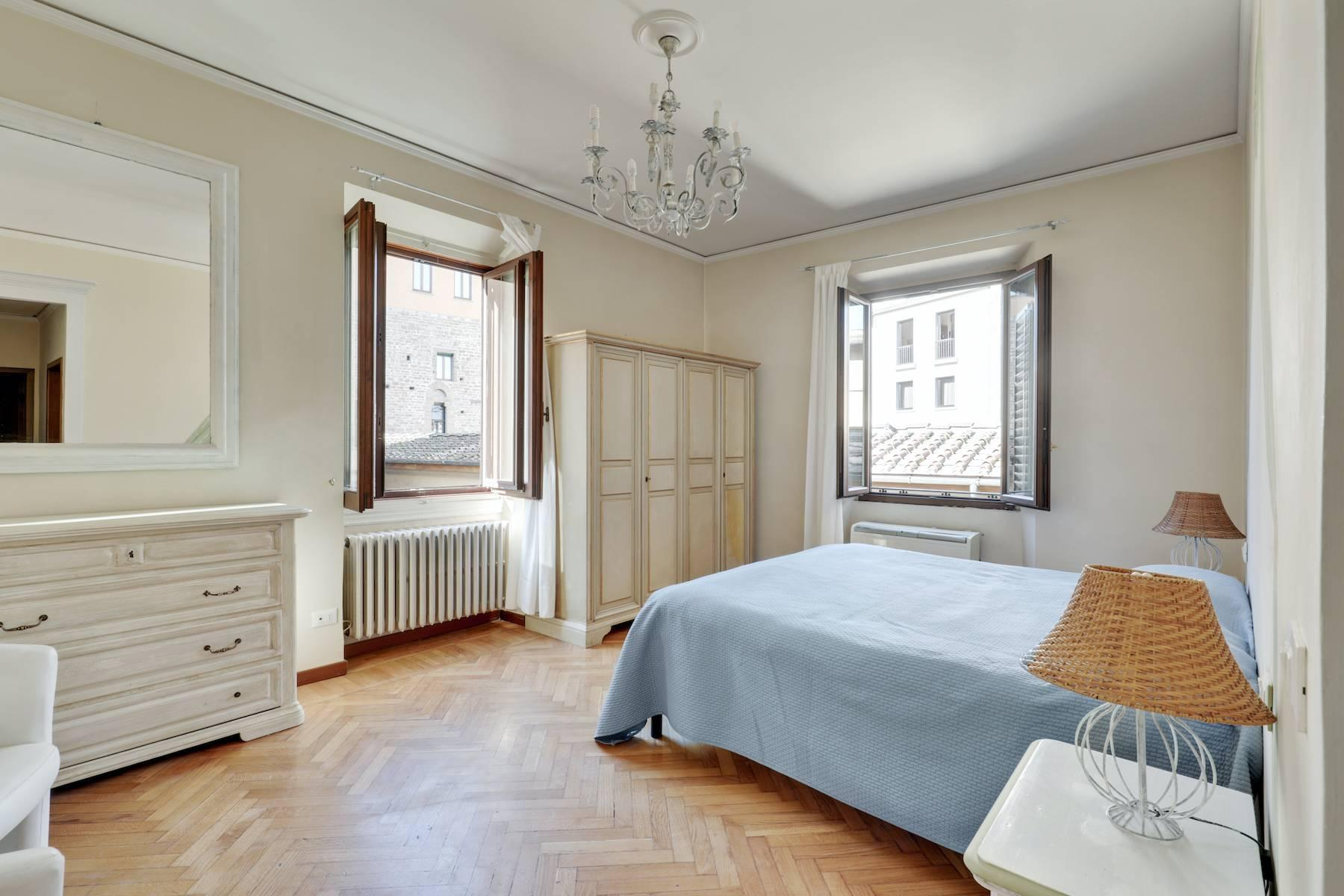 Luxury apartment adjacent to Ponte Vecchio - 11
