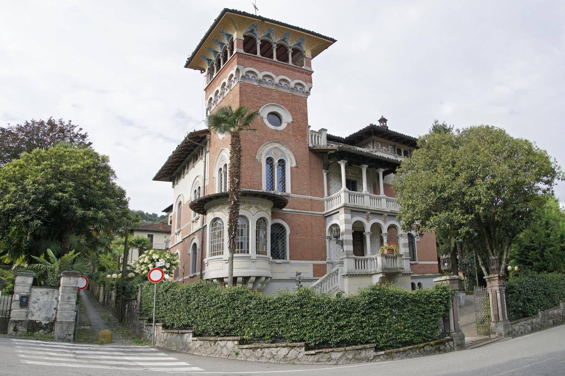 Majestic period villa with swimming pool and tower in the heart of Stresa - 45