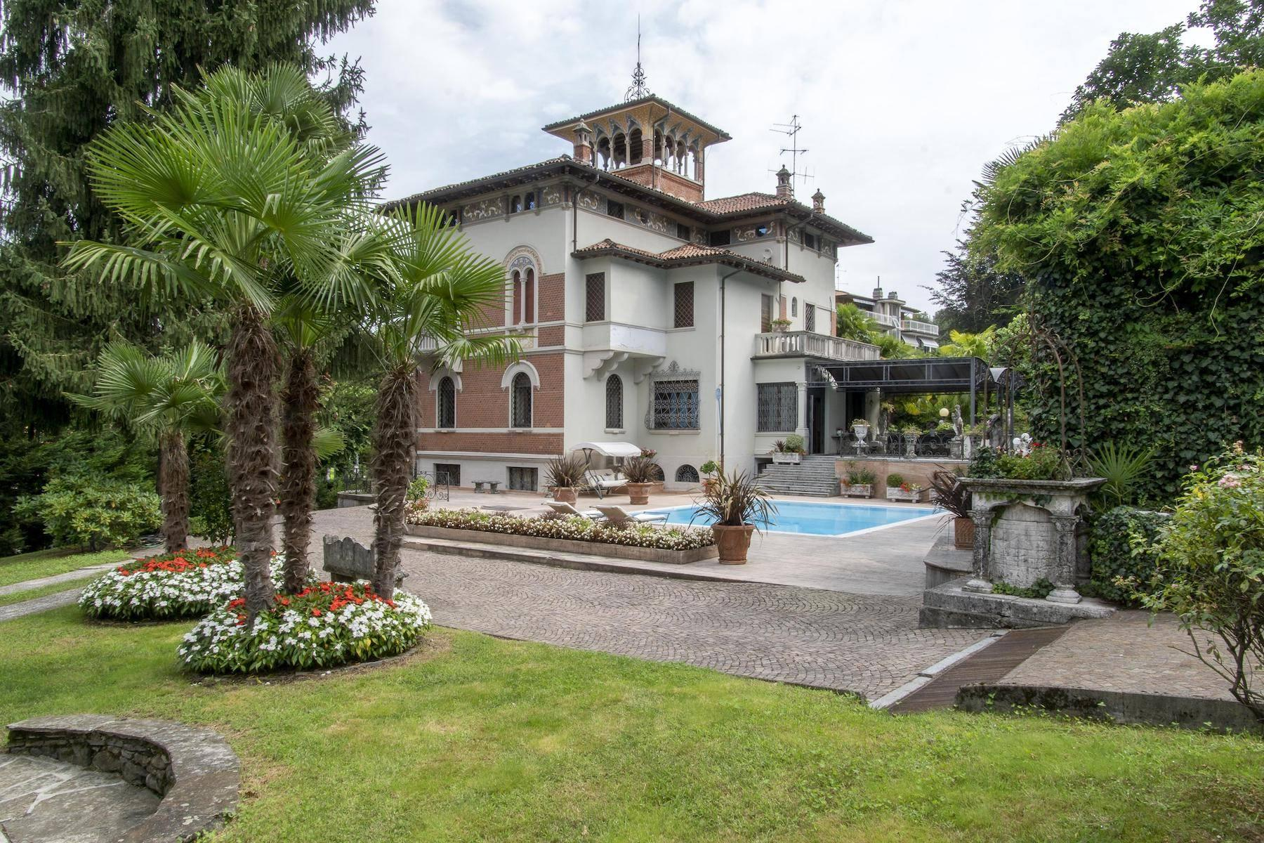 Majestic period villa with swimming pool and tower in the heart of Stresa - 10