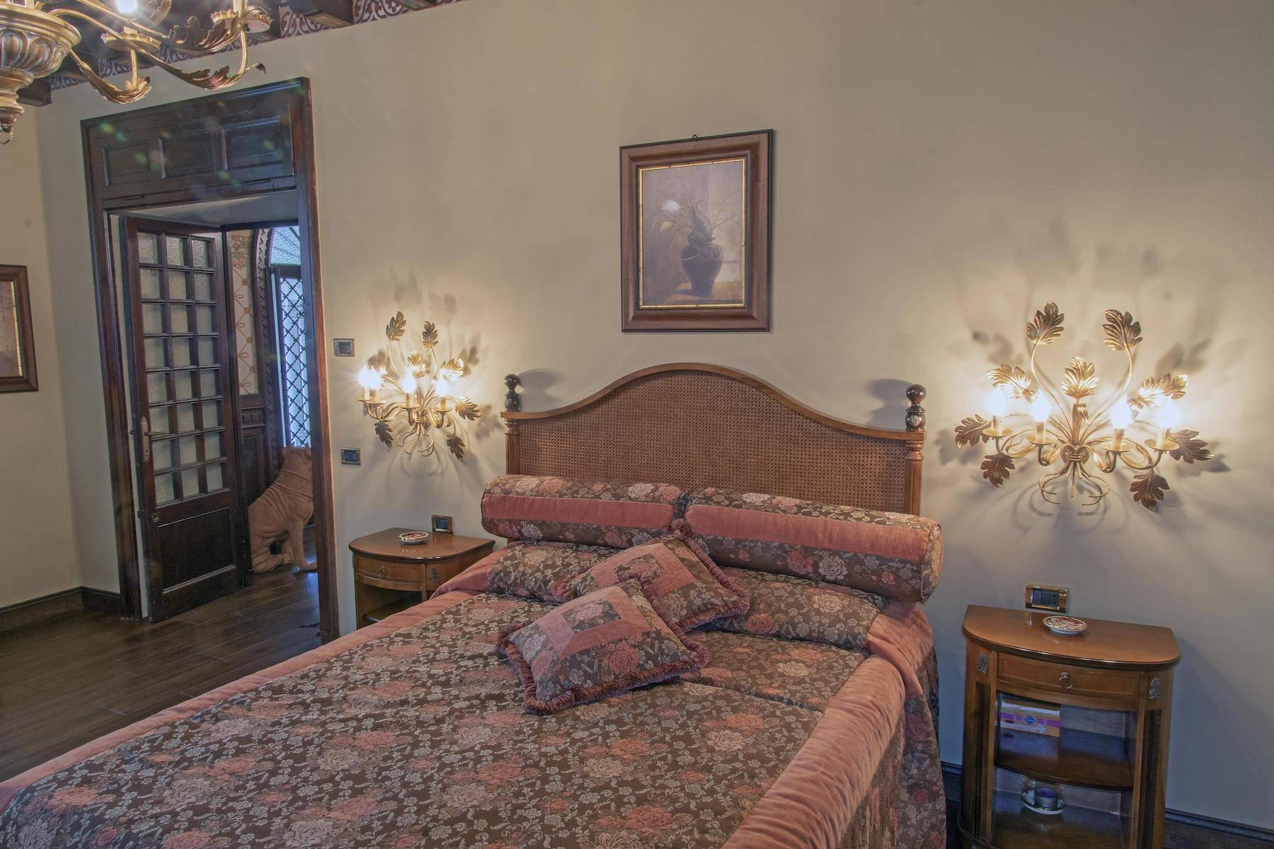 Majestic period villa with swimming pool and tower in the heart of Stresa - 34