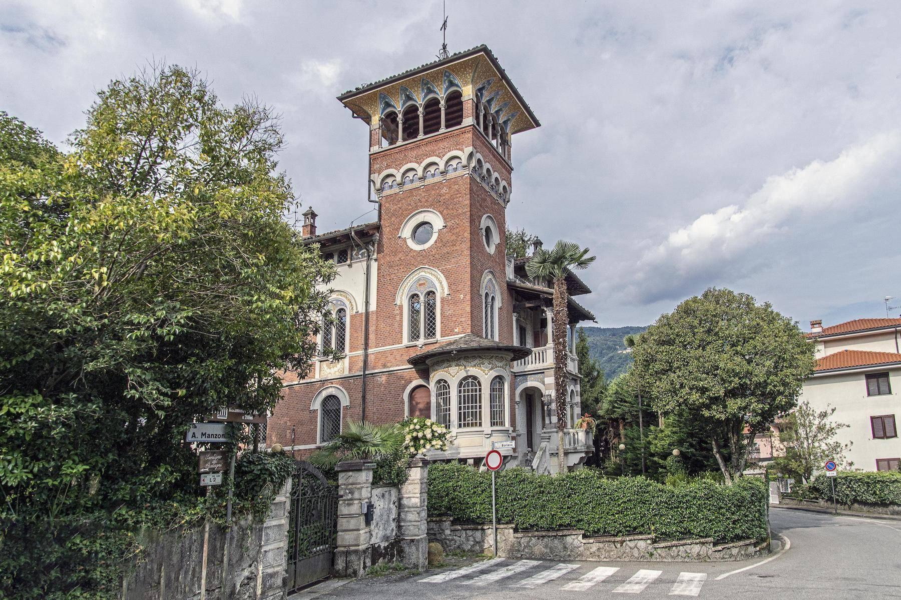 Majestic period villa with swimming pool and tower in the heart of Stresa - 5