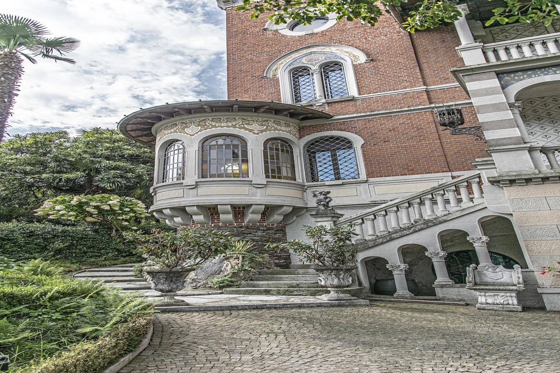 Majestic period villa with swimming pool and tower in the heart of Stresa - 41