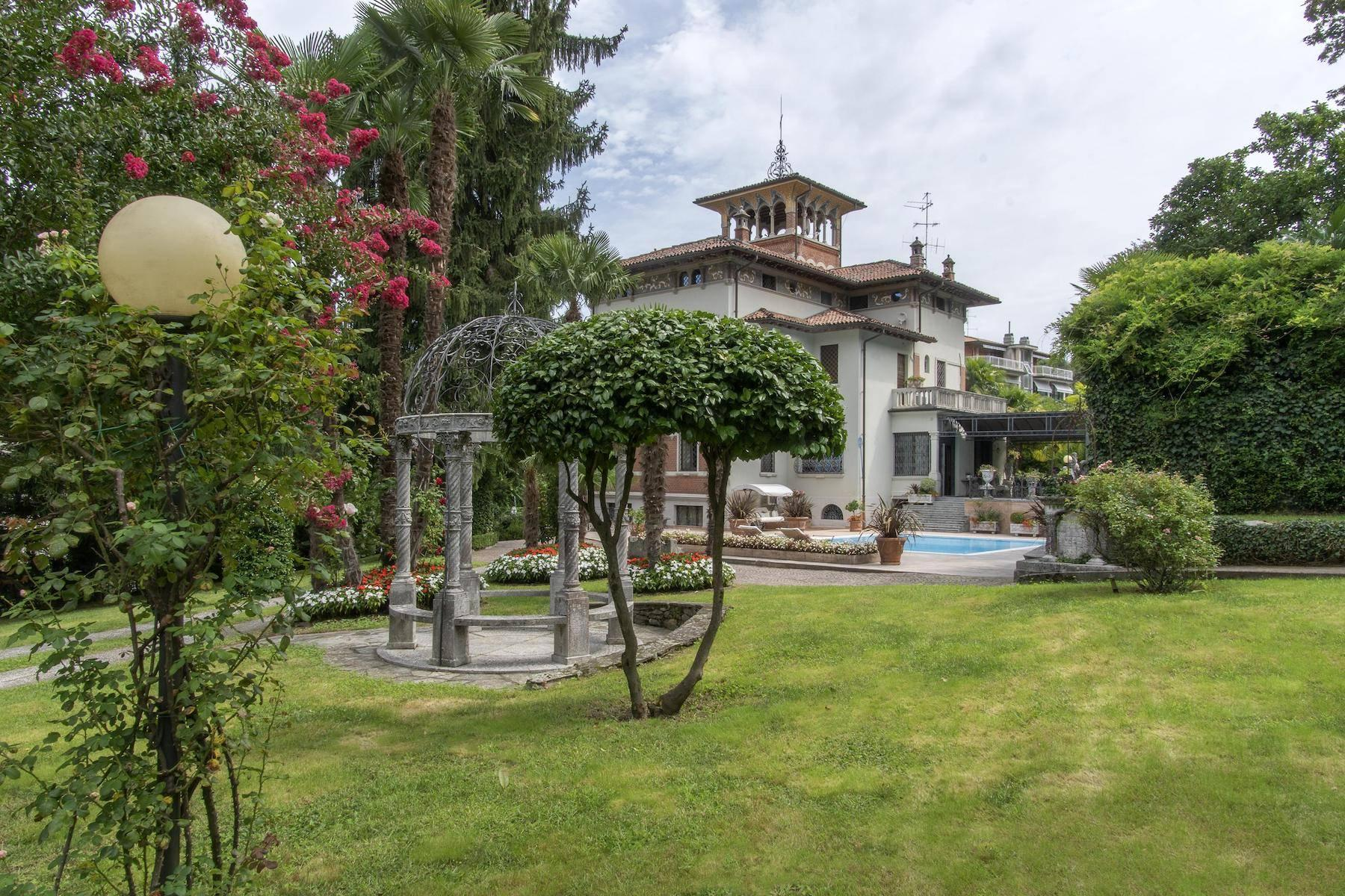 Majestic period villa with swimming pool and tower in the heart of Stresa - 9