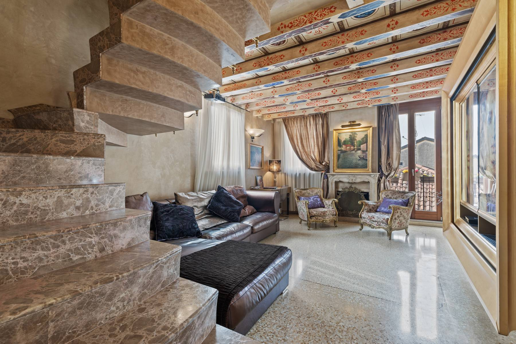 Elegant apartment in the heart of Verona on the corner of Via Mazzini and Piazza Erbe - 1
