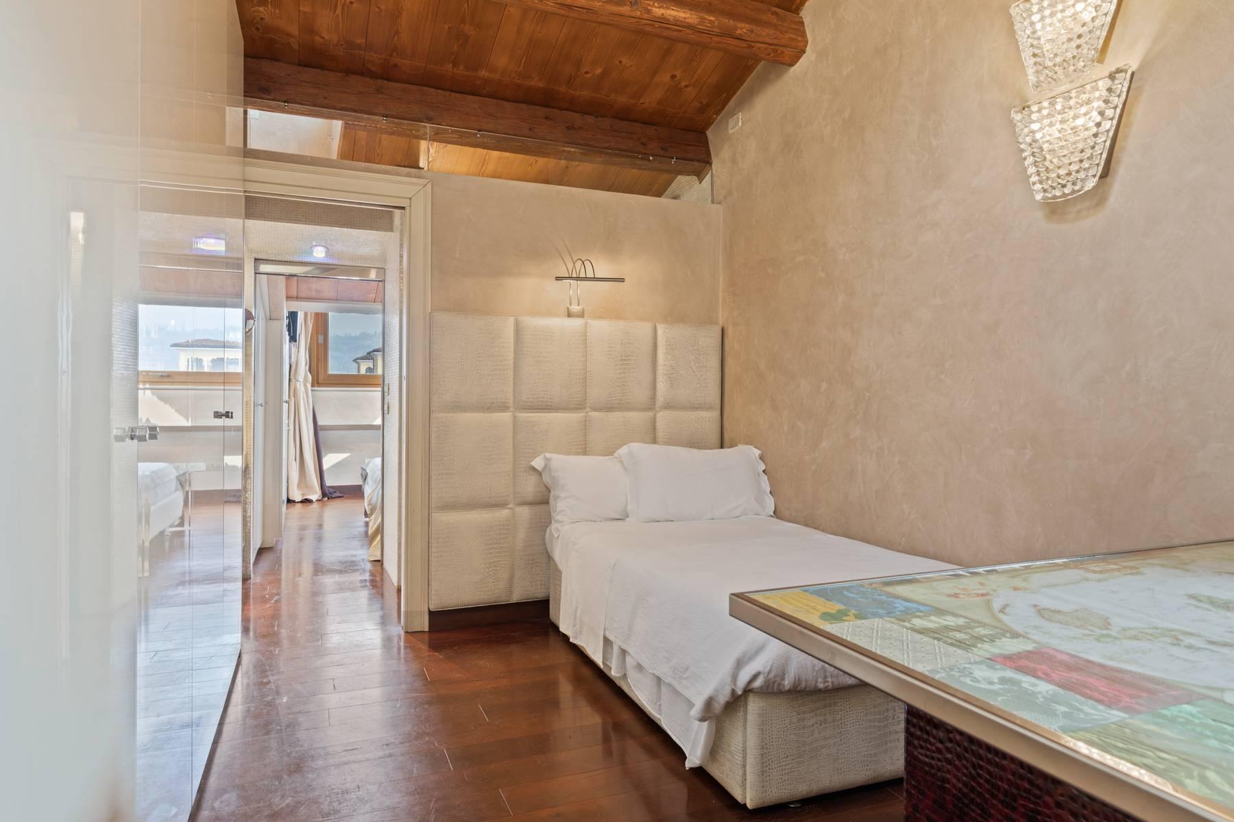 Elegante attico nel cuore di Verona all'angolo di Via Mazzini e Piazza Erbe - 15
