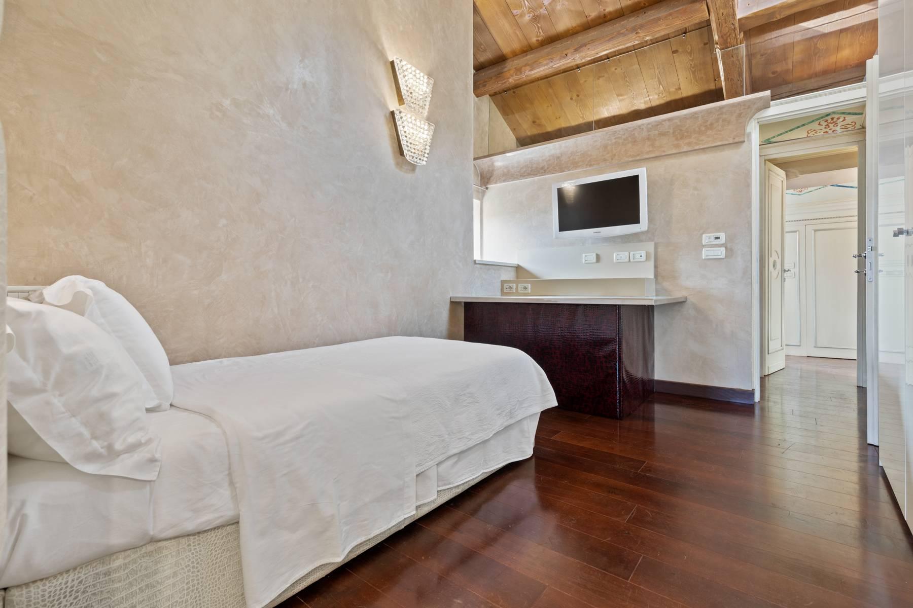 Elegante attico nel cuore di Verona all'angolo di Via Mazzini e Piazza Erbe - 22