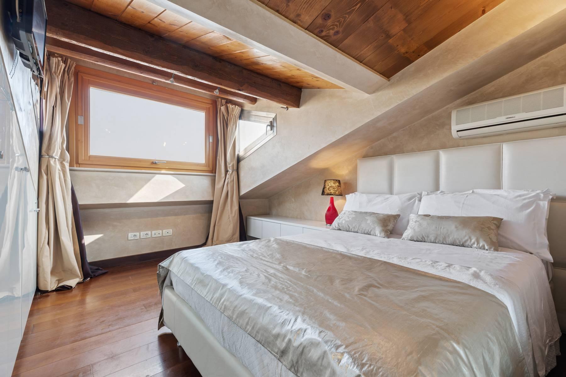 Elegante attico nel cuore di Verona all'angolo di Via Mazzini e Piazza Erbe - 11