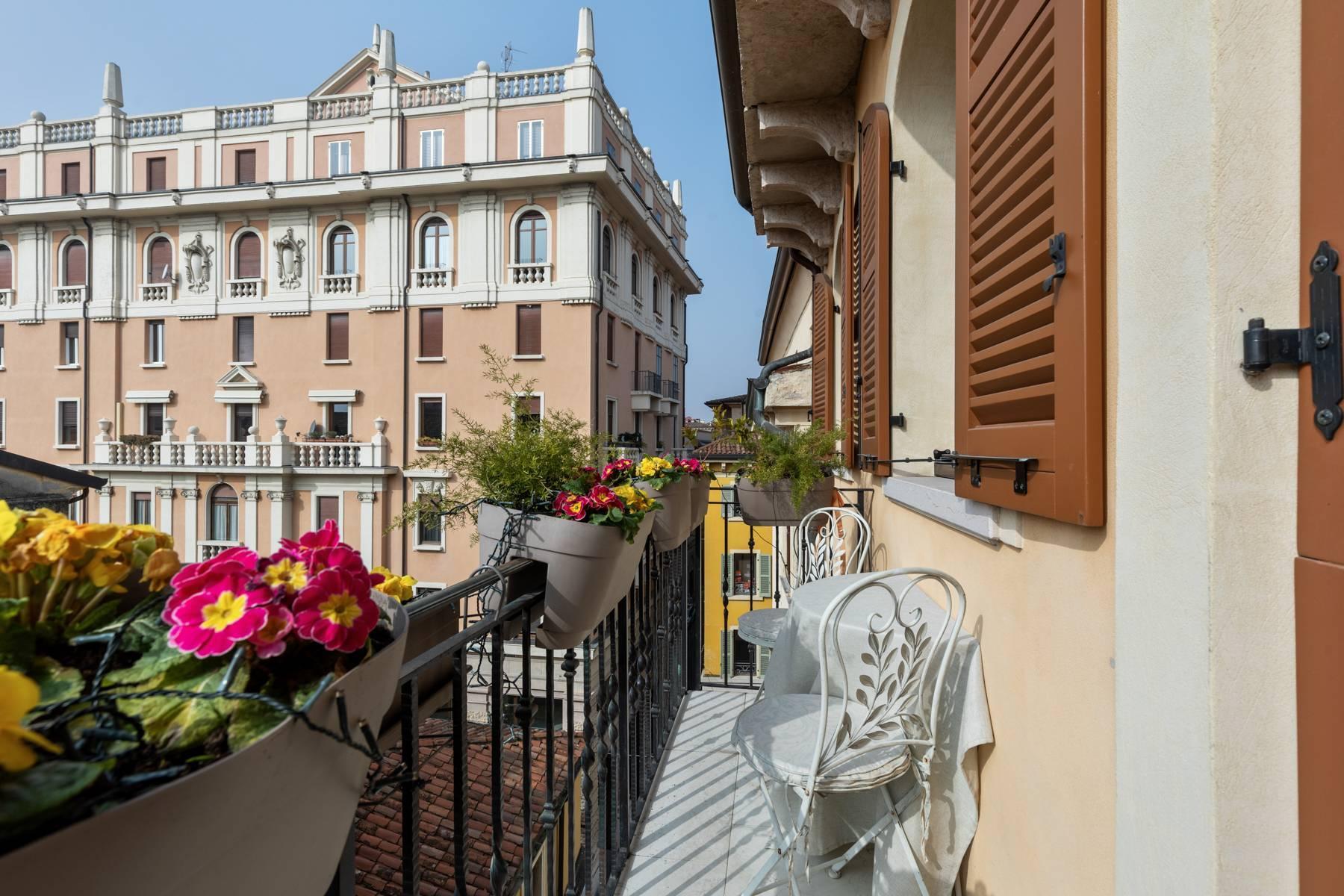 Elegante attico nel cuore di Verona all'angolo di Via Mazzini e Piazza Erbe - 16