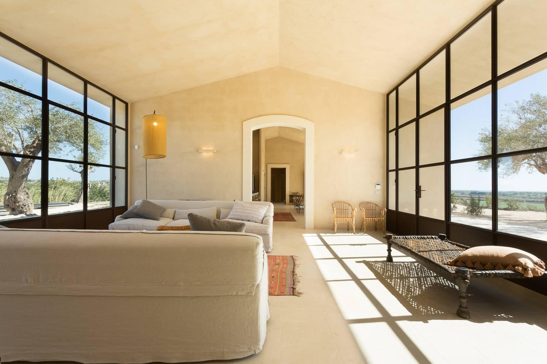 Elegantes Design-Bauernhod mit Pool im Val di Noto - 5