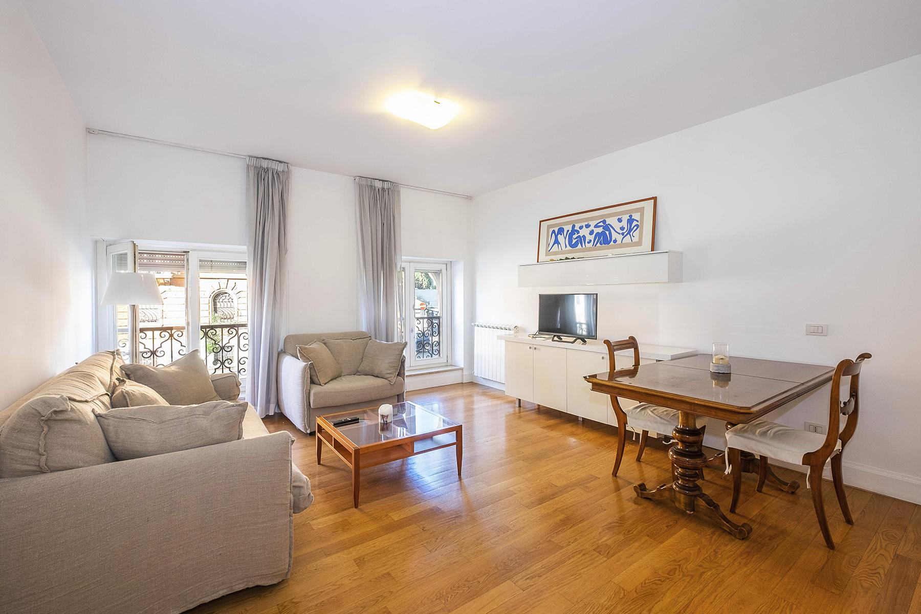 Fully furnished and restructured apartment in Parioli - 2