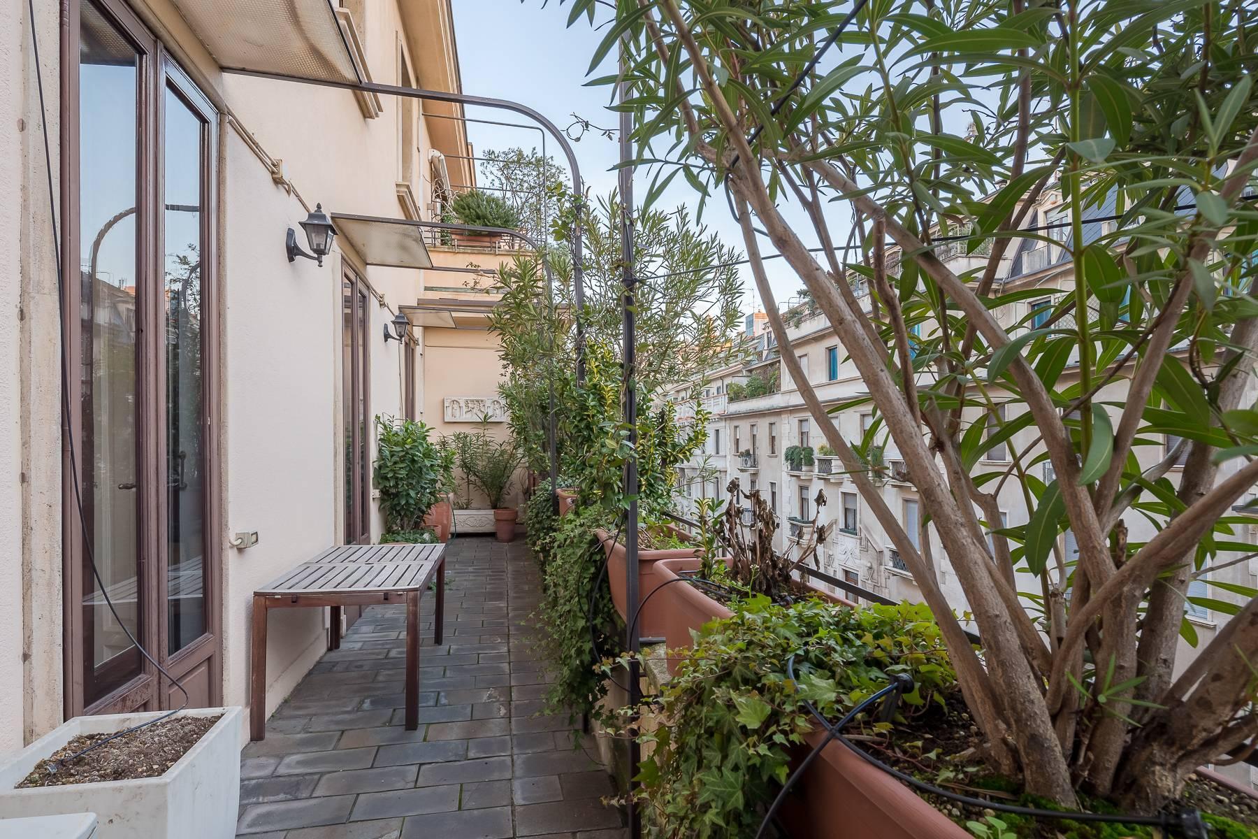 Splendido appartamento con terrazzo in prestigioso stabile epoca - 8