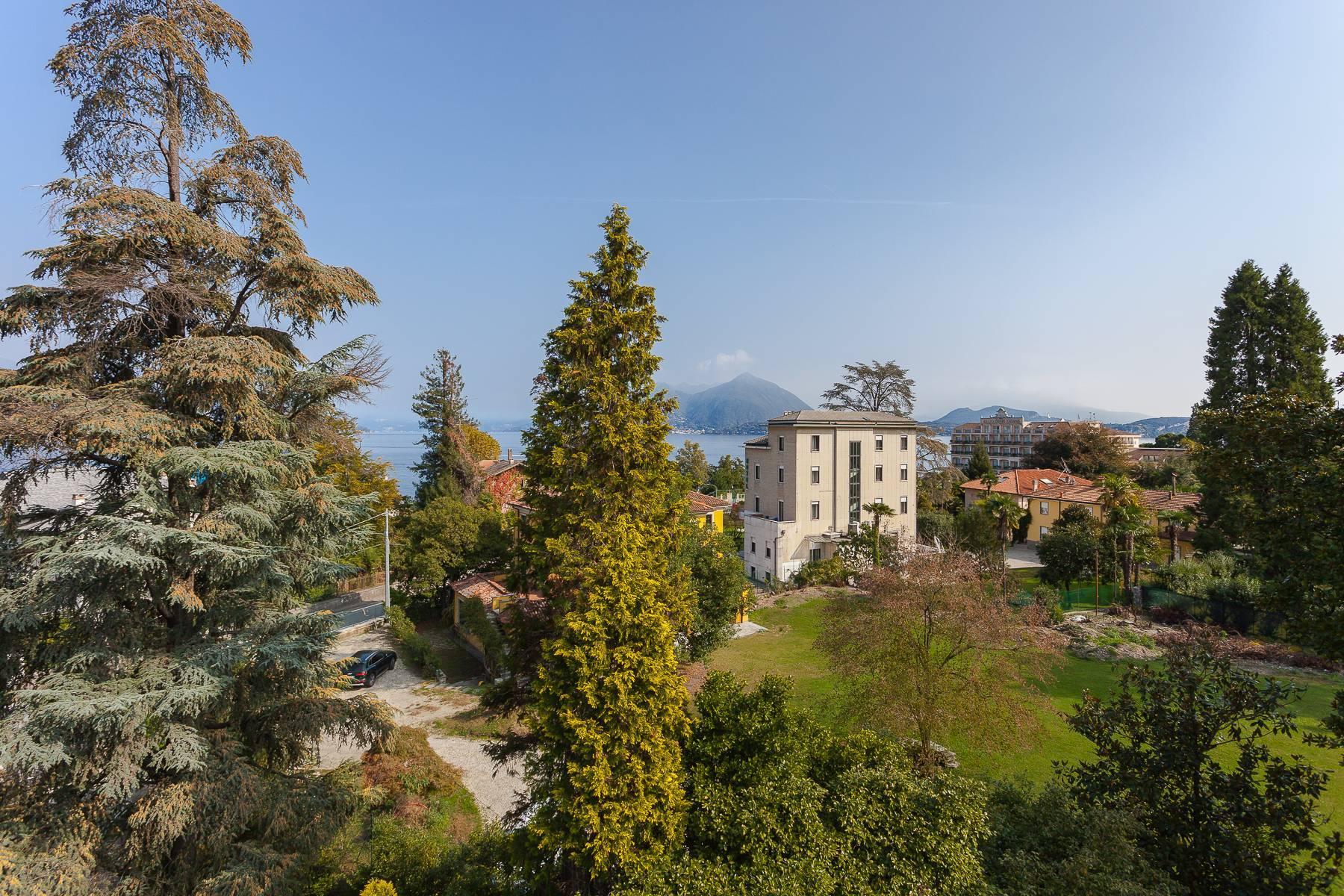 Wunderschöne Villa aus Anfang 1900 im Stresa Stadtzentrum - 1