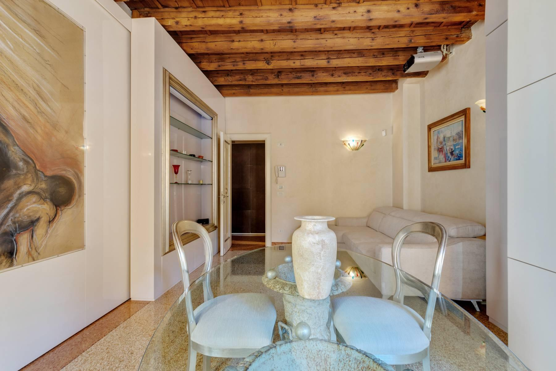 Exquisite apartment just few steps away from Piazza delle Erbe - 18