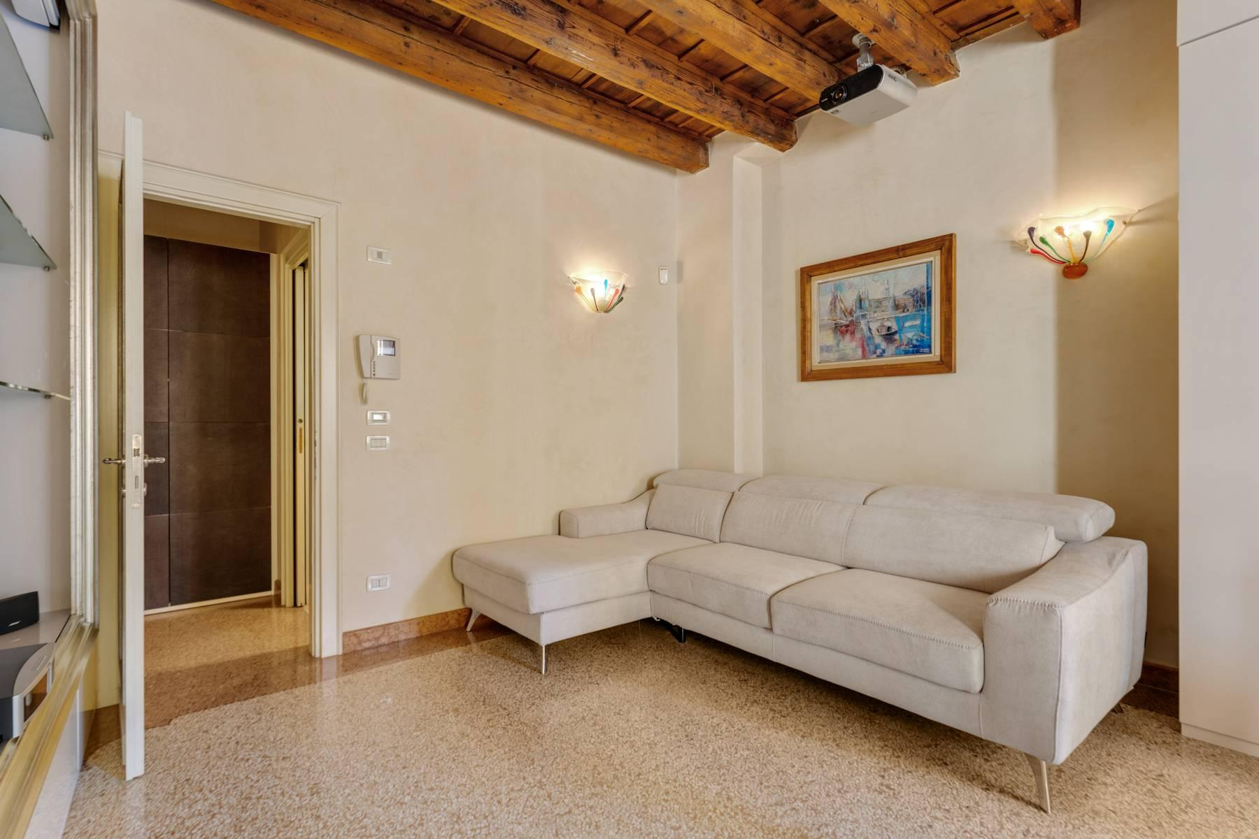 Exquisite apartment just few steps away from Piazza delle Erbe - 17