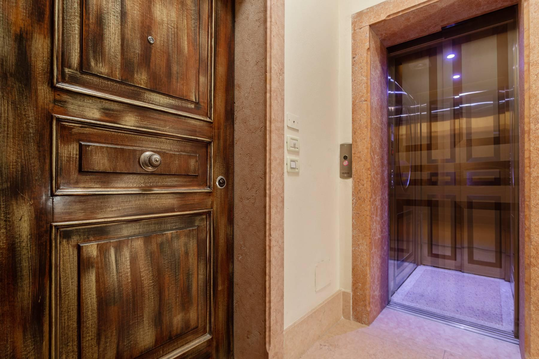 Exquisite apartment just few steps away from Piazza delle Erbe - 15