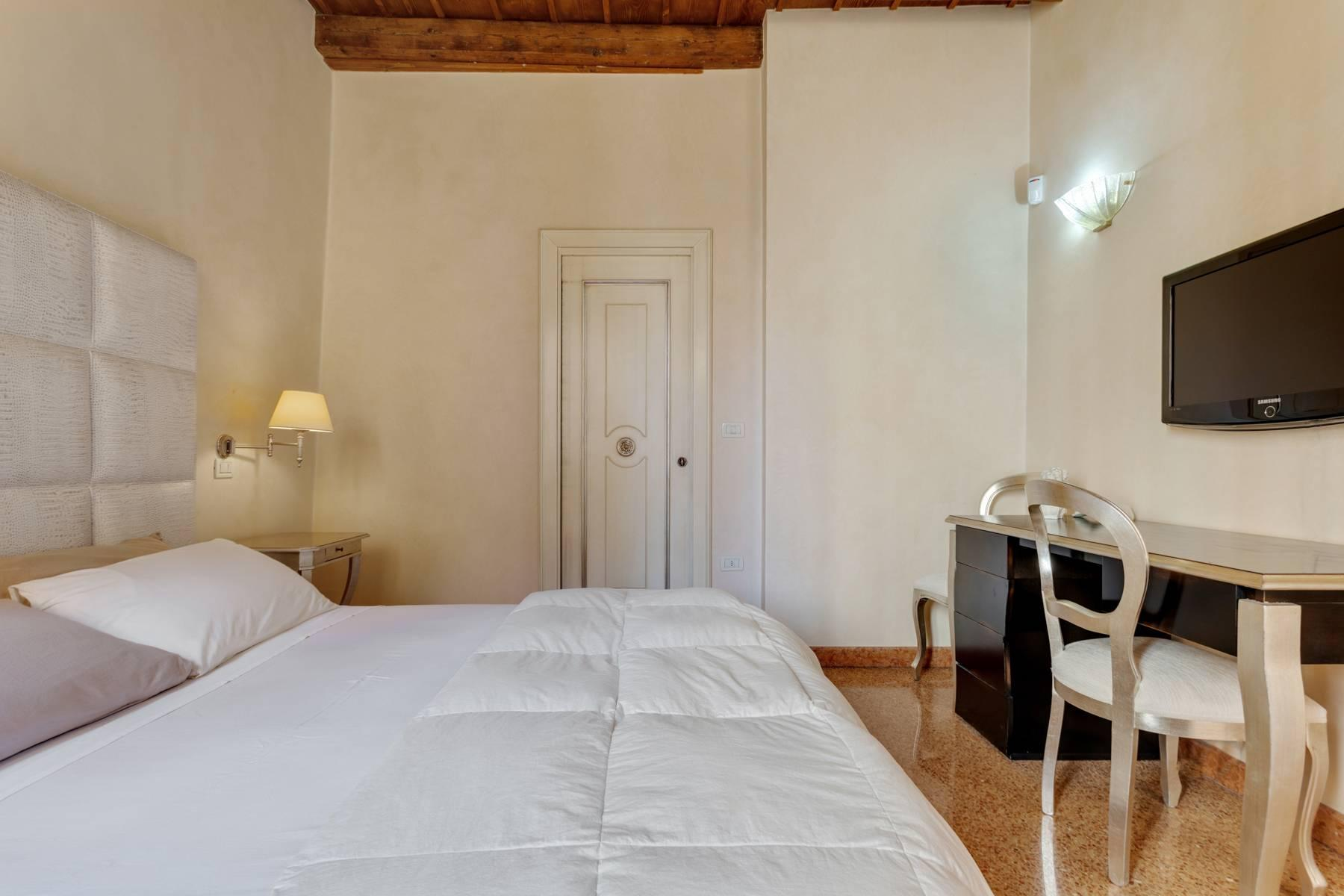 Exquisite apartment just few steps away from Piazza delle Erbe - 21