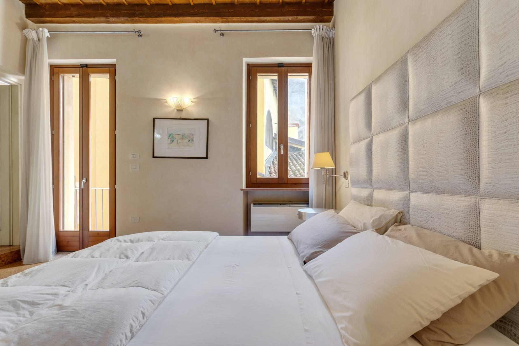 Exquisite apartment just few steps away from Piazza delle Erbe - 11