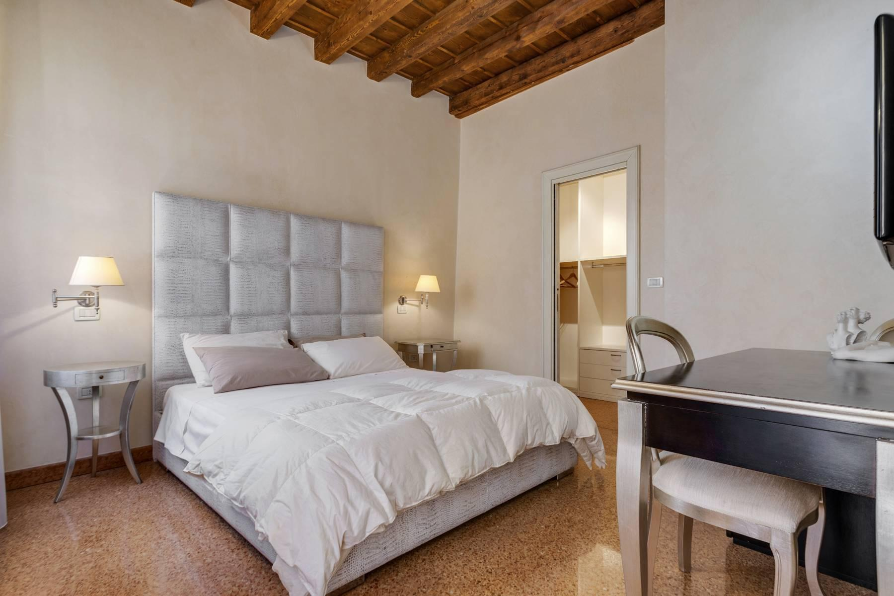 Exquisite apartment just few steps away from Piazza delle Erbe - 8