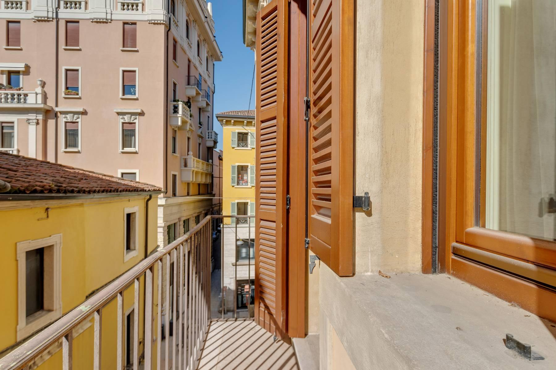 Exquisite apartment just few steps away from Piazza delle Erbe - 16