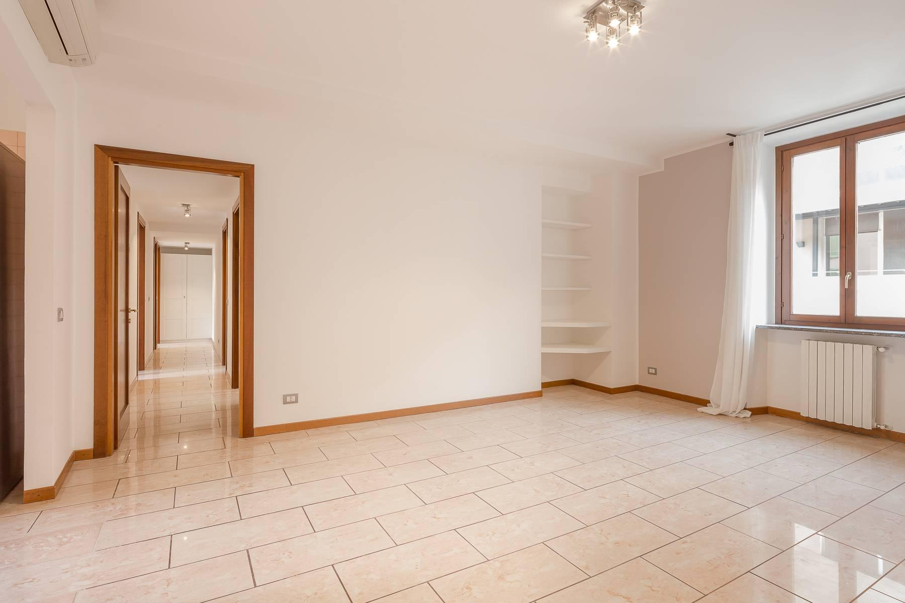 Lovely three-bedroom apartment in Corso Como - 5