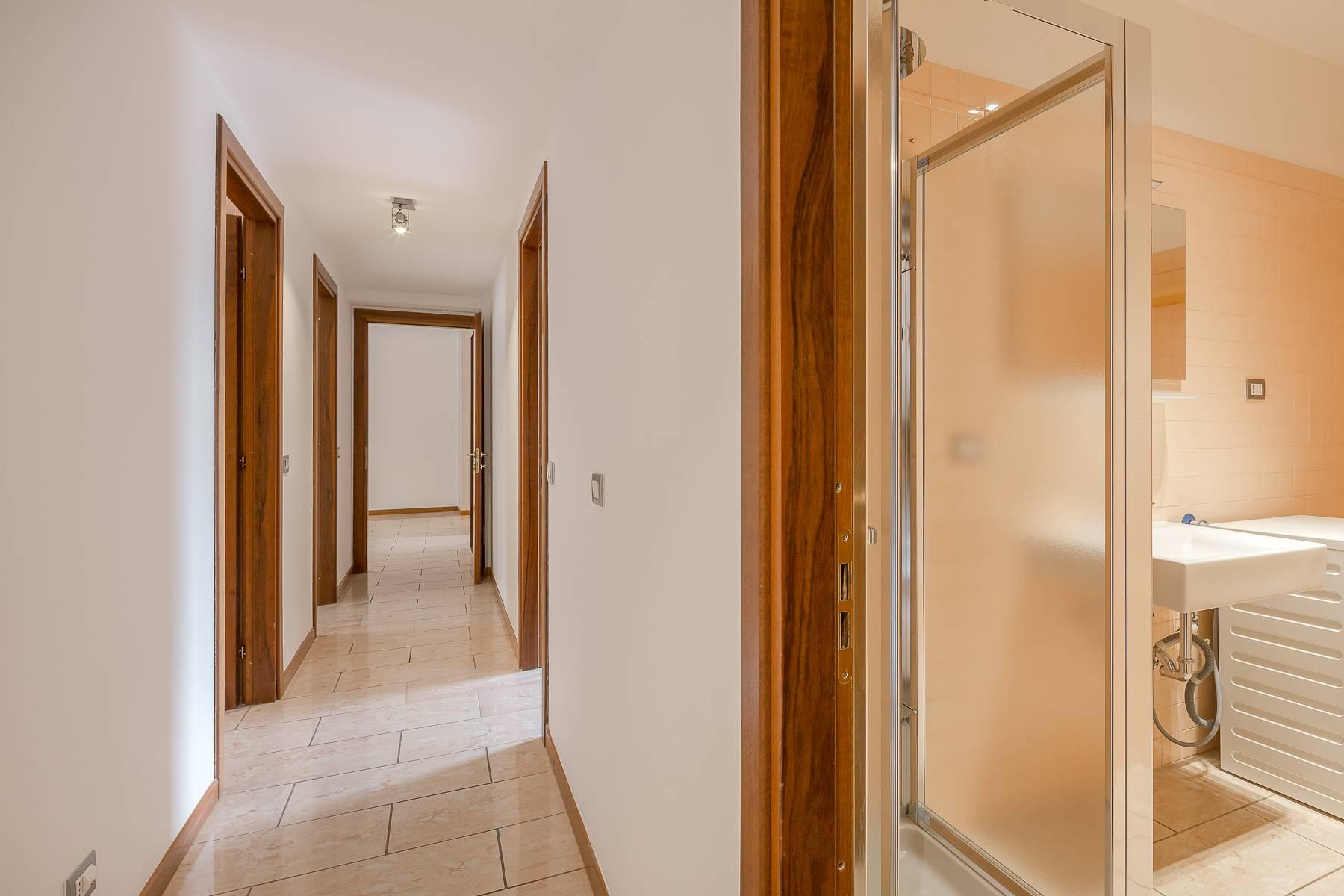 Lovely three-bedroom apartment in Corso Como - 22