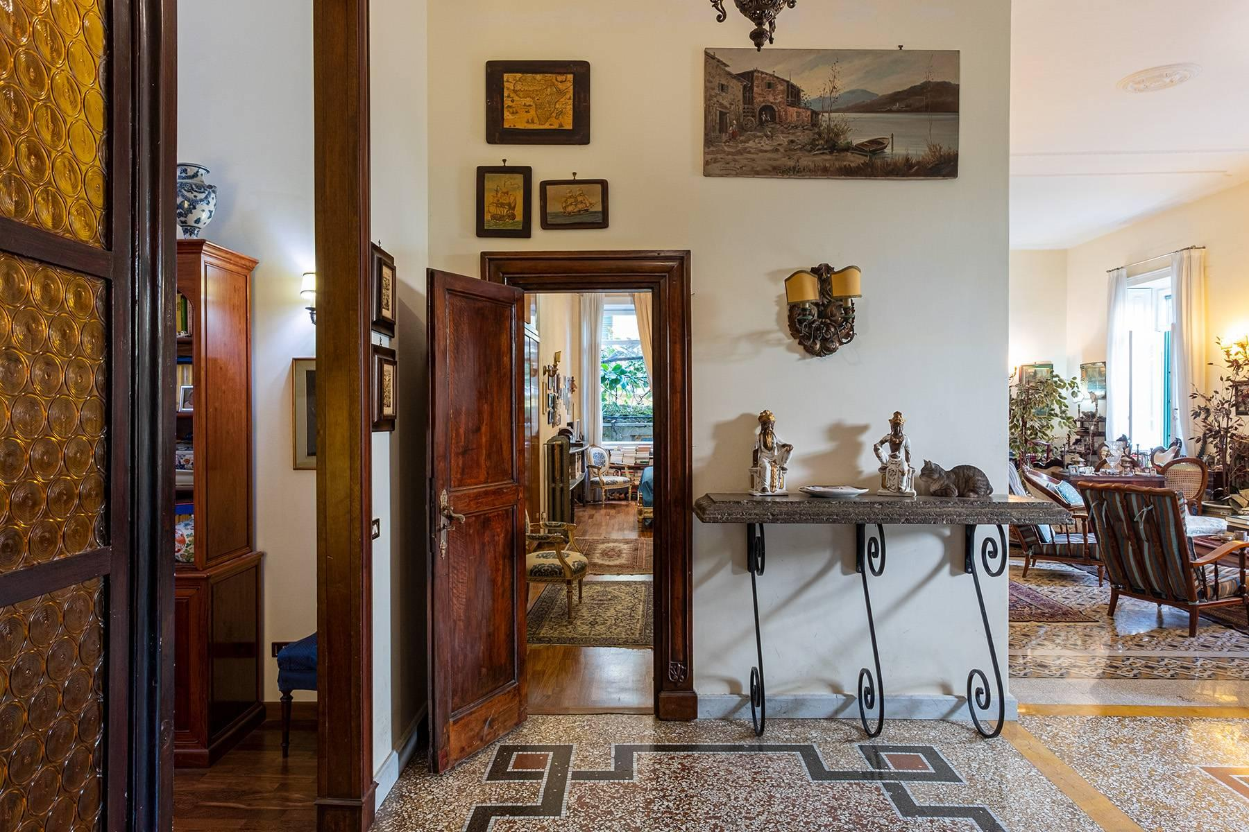 Eclectic property with terrace and garden - 7