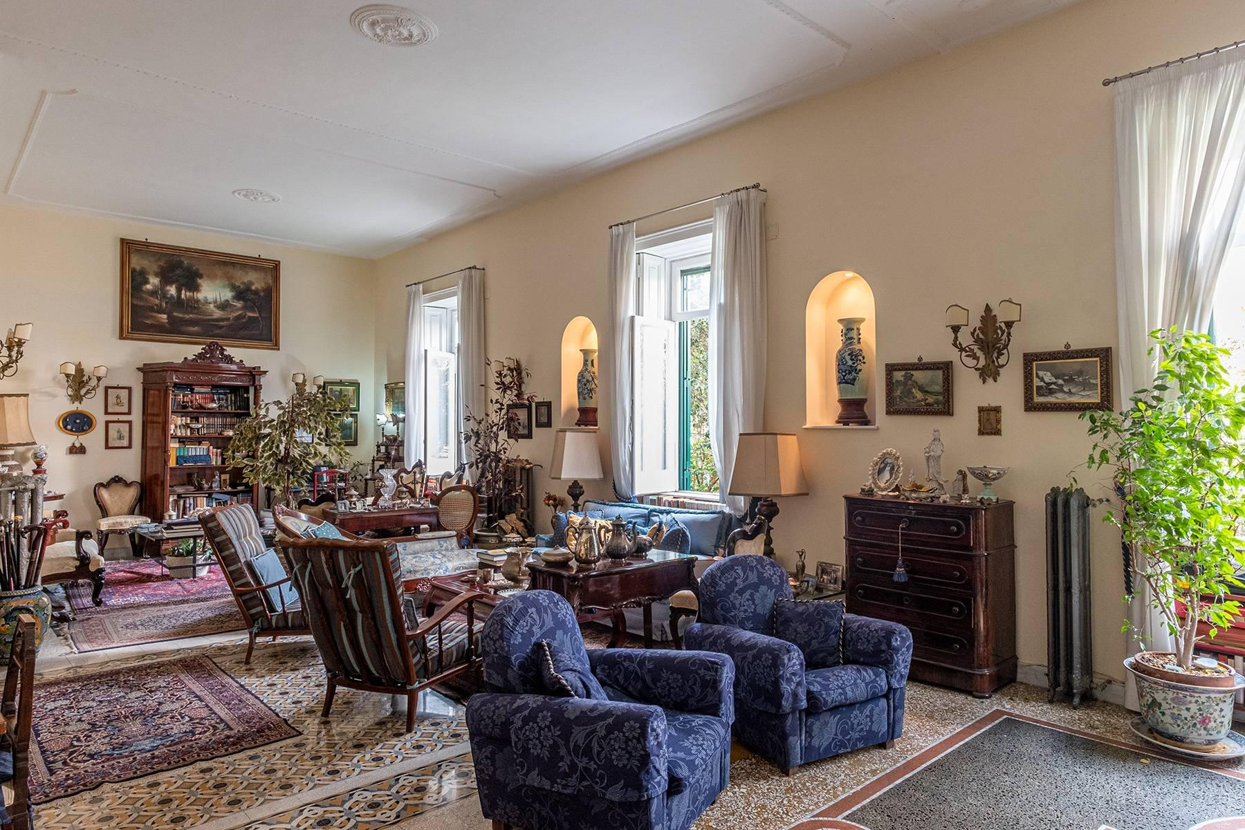 Eclectic property with terrace and garden - 2