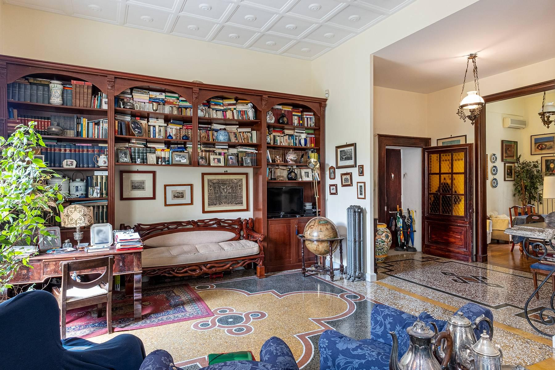 Eclectic property with terrace and garden - 6