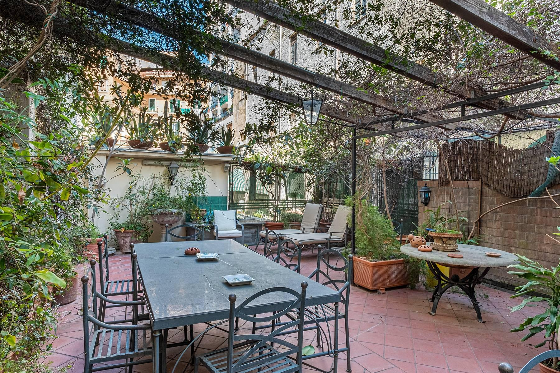 Eclectic property with terrace and garden - 1