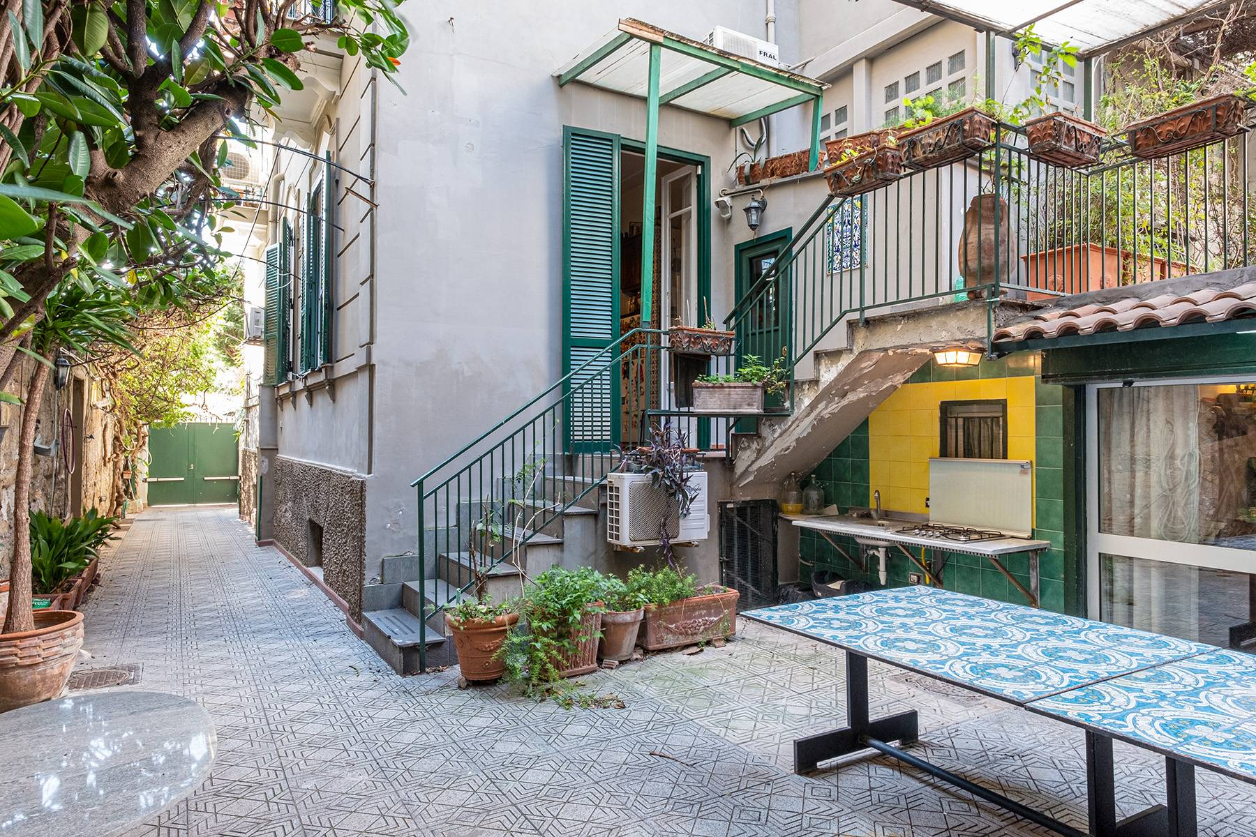 Eclectic property with terrace and garden - 16