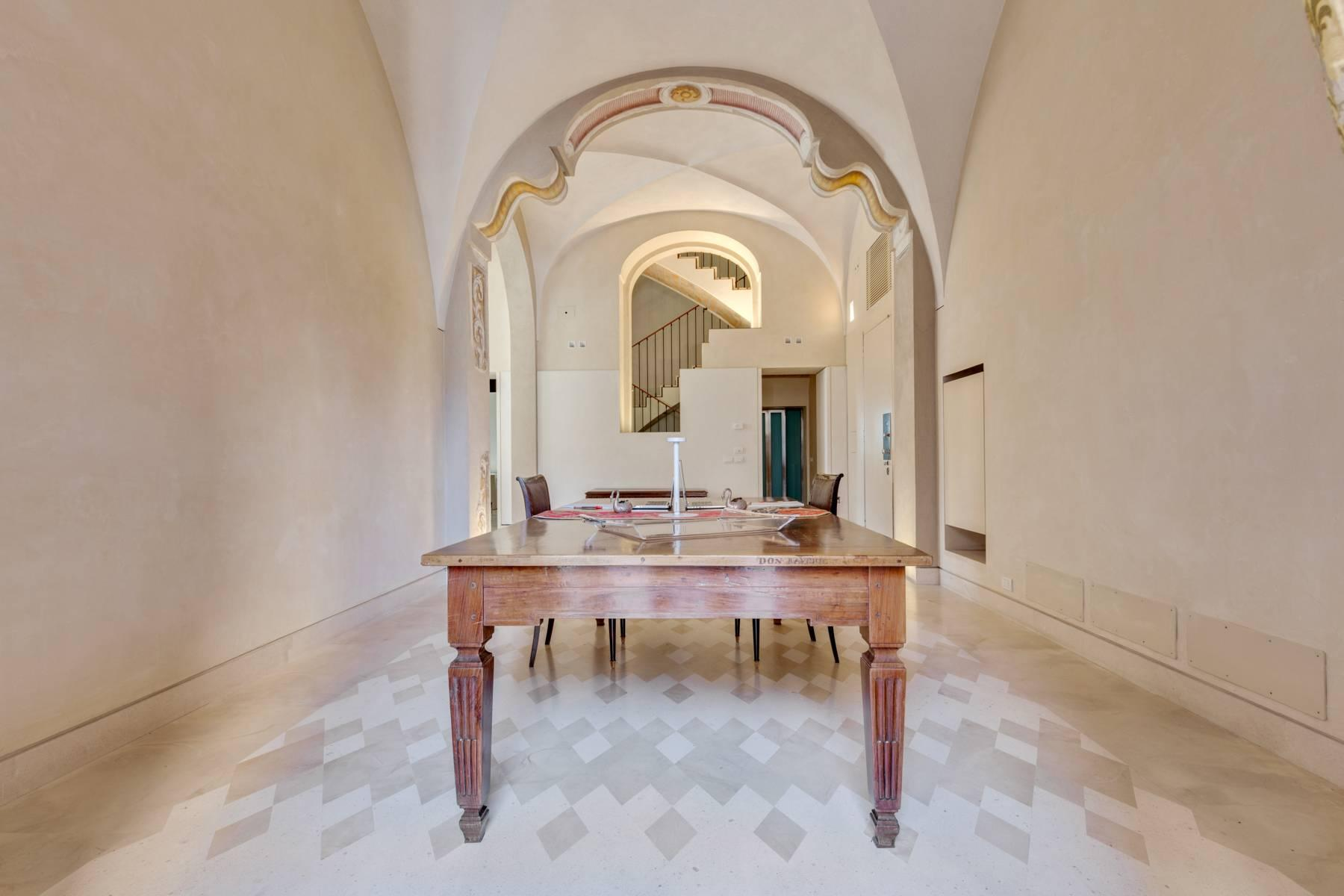 Prestigious detached house in the historic center of Piacenza - 12
