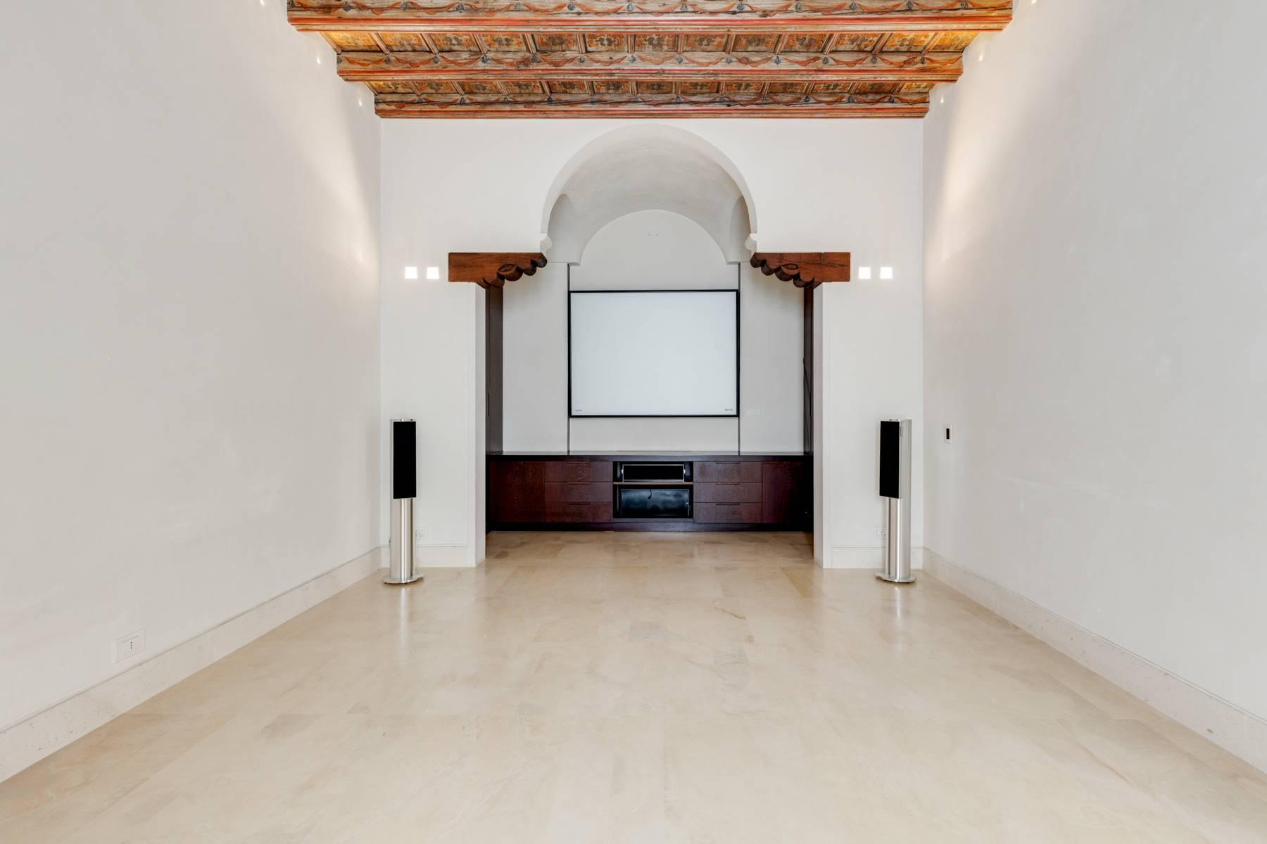 Prestigious detached house in the historic center of Piacenza - 3