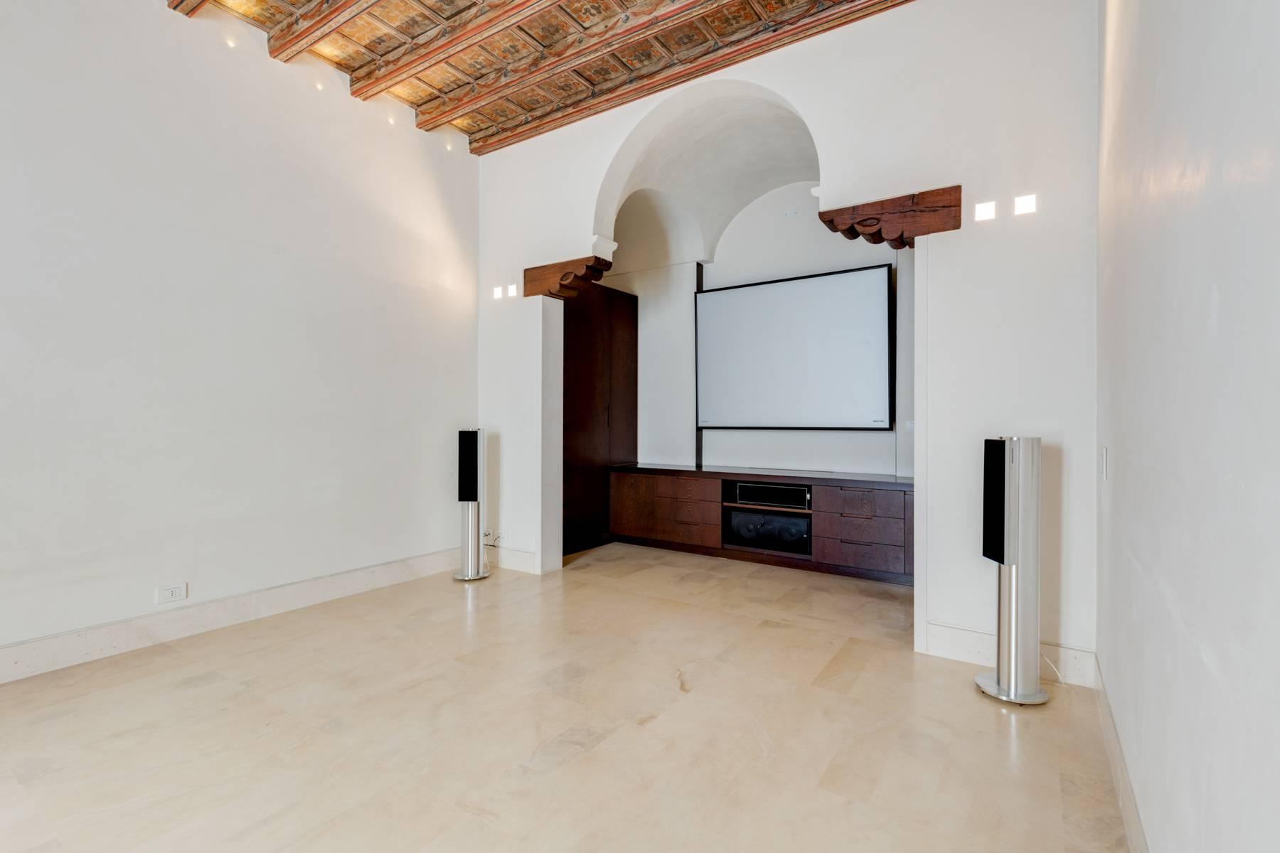 Prestigious detached house in the historic center of Piacenza - 4