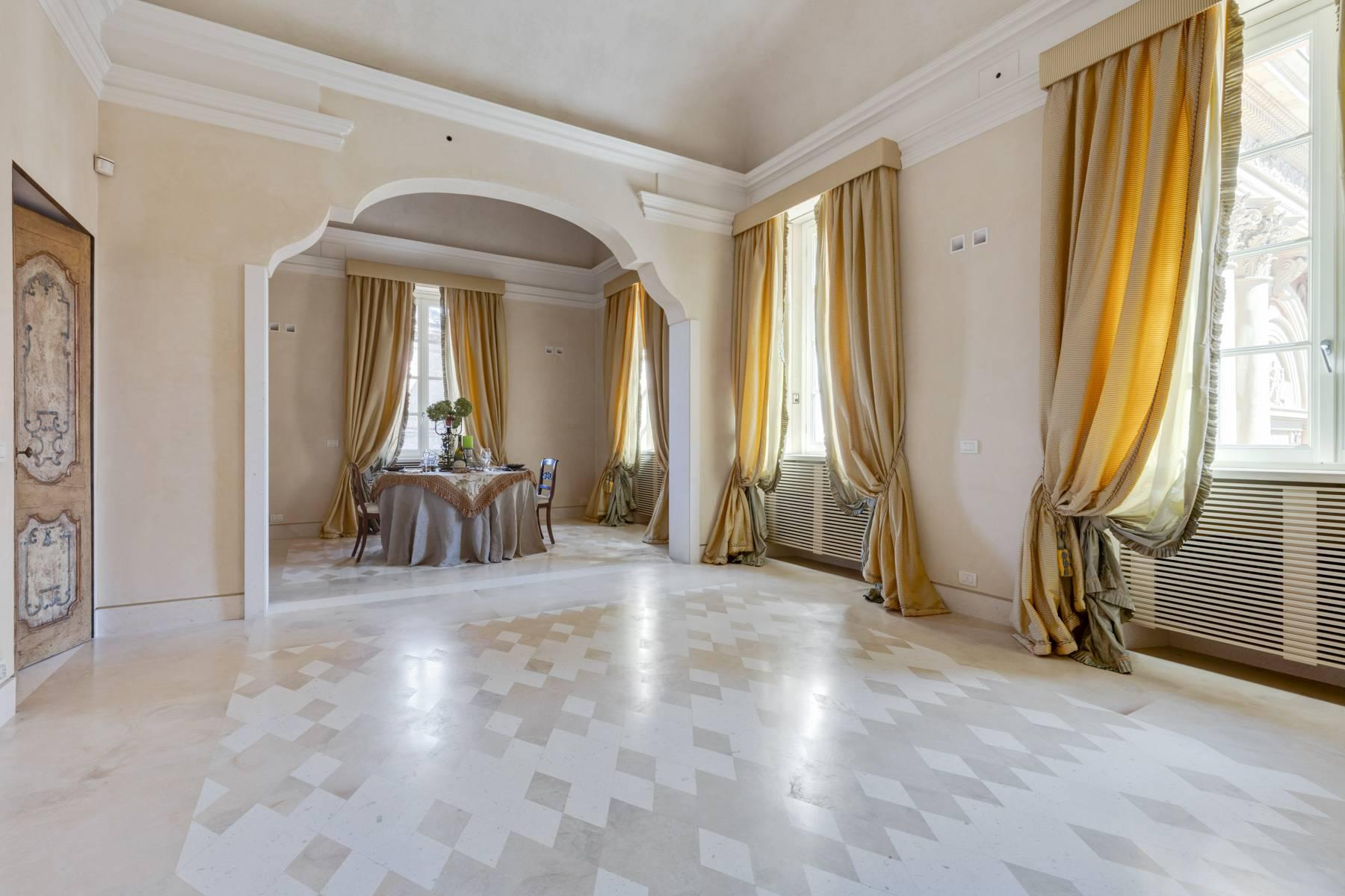 Prestigious detached house in the historic center of Piacenza - 16