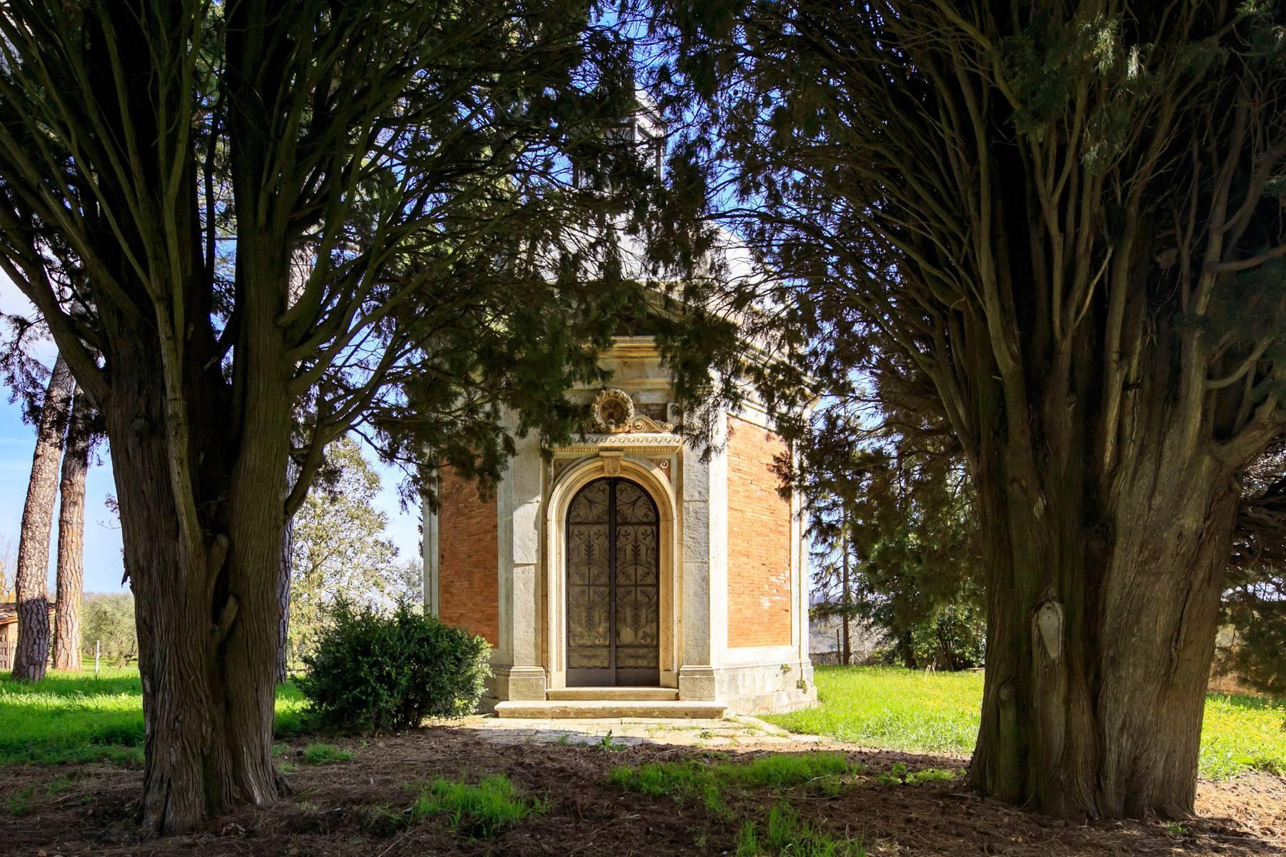 Prächtige historische Villa mit neoklassizistischer Kapelle und Park - 19