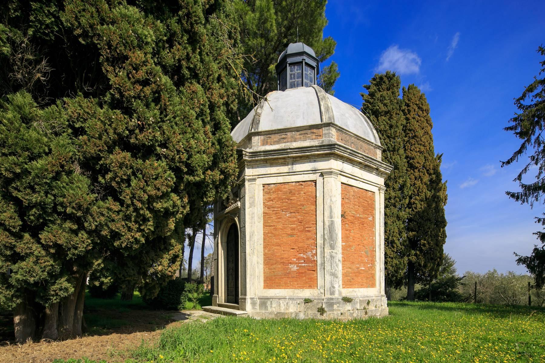 Prächtige historische Villa mit neoklassizistischer Kapelle und Park - 20