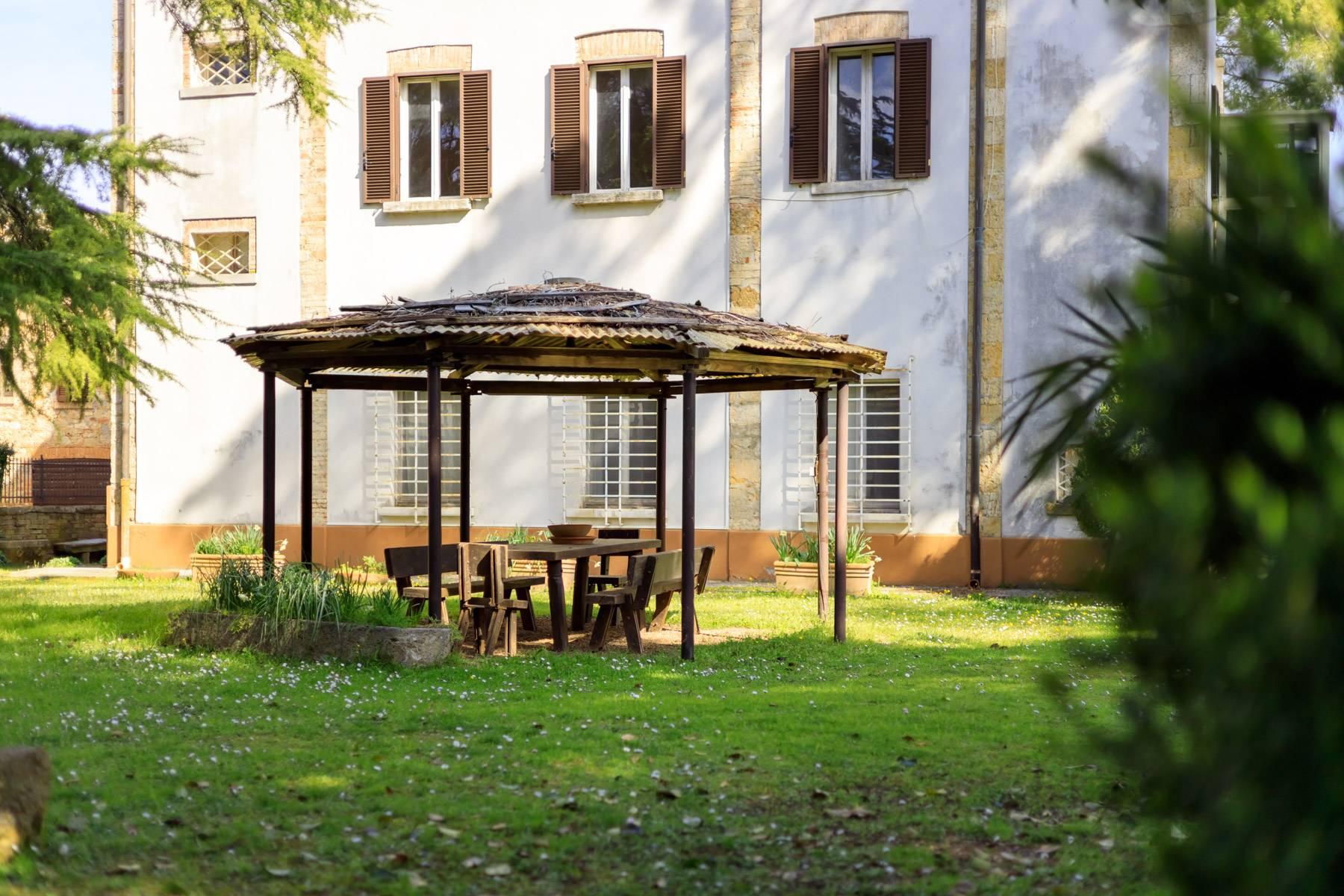 Prächtige historische Villa mit neoklassizistischer Kapelle und Park - 27