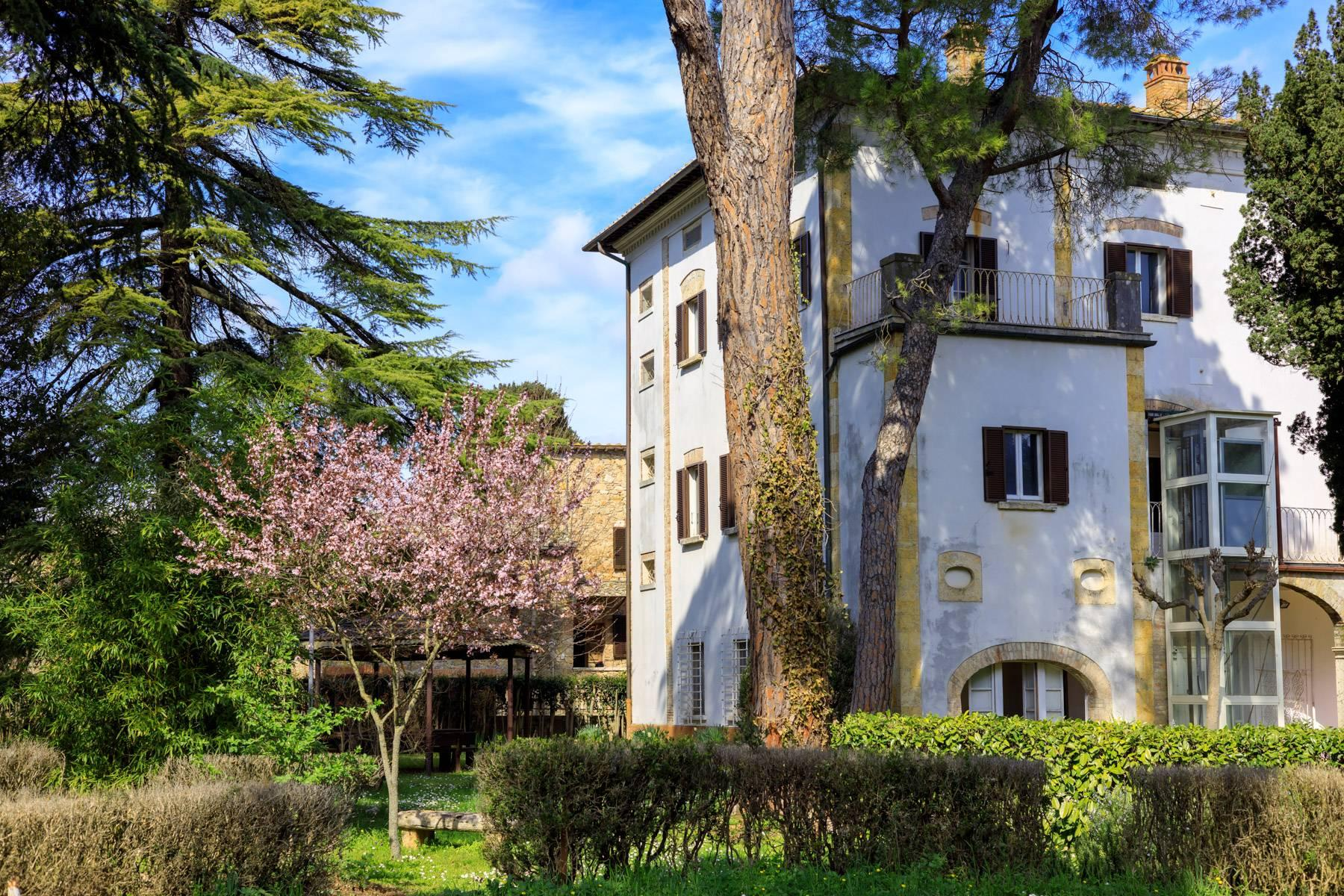Prächtige historische Villa mit neoklassizistischer Kapelle und Park - 30