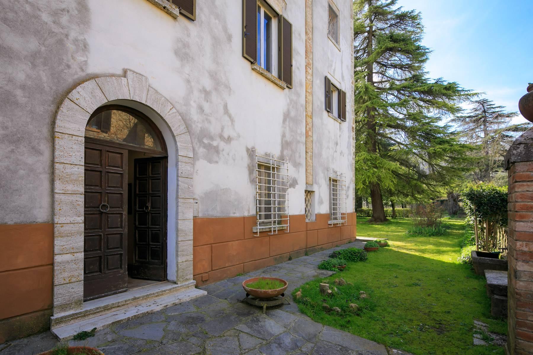 Prächtige historische Villa mit neoklassizistischer Kapelle und Park - 32