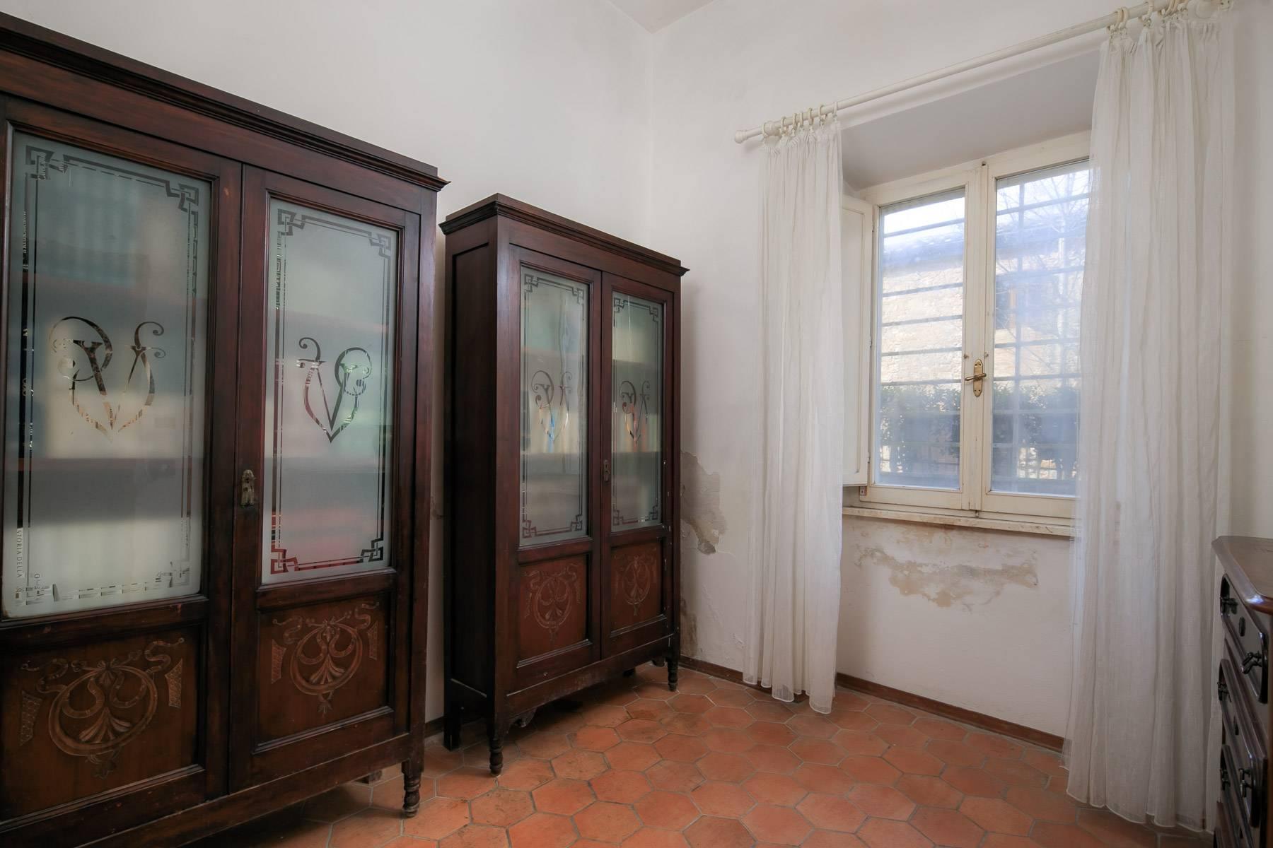 Prächtige historische Villa mit neoklassizistischer Kapelle und Park - 15