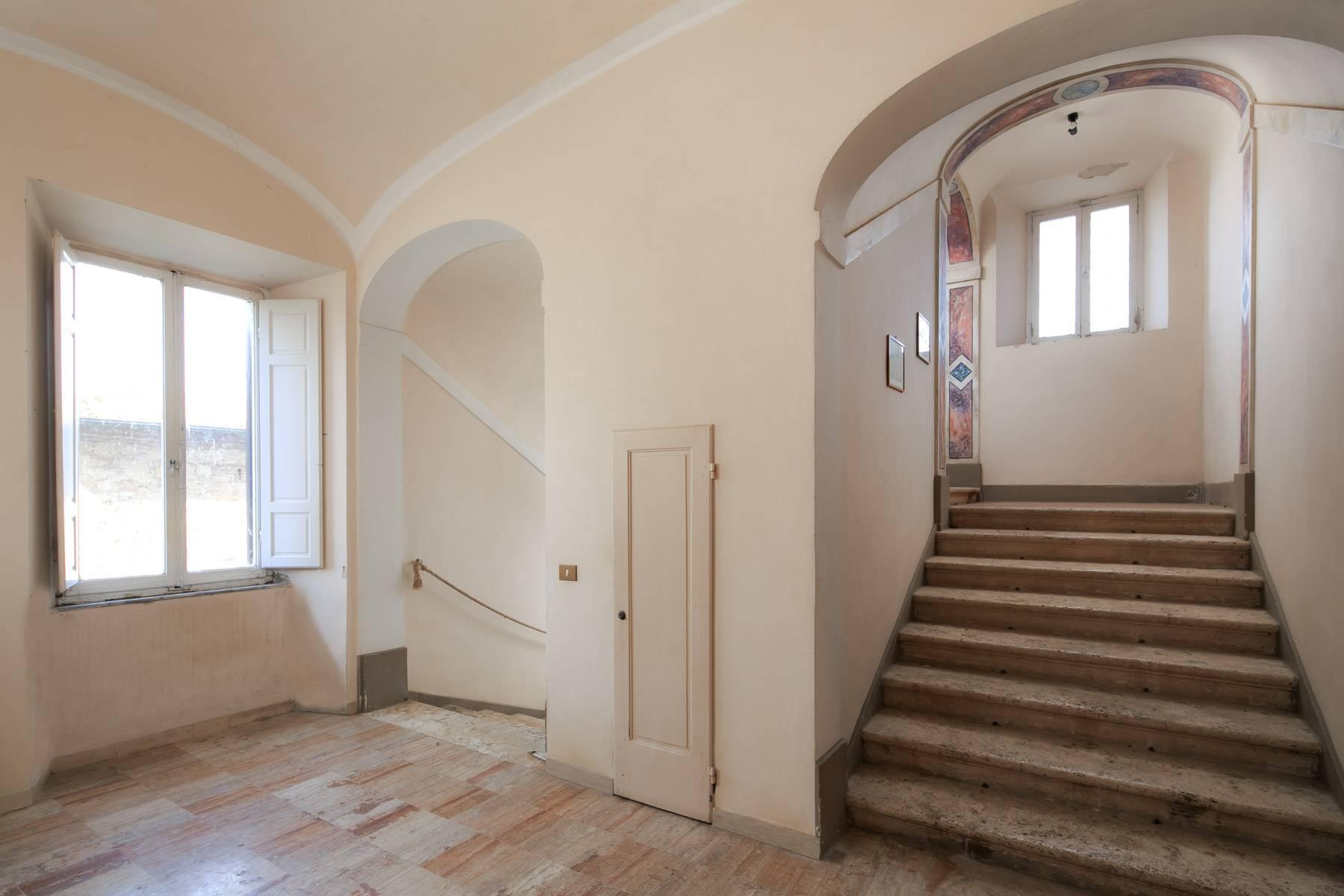 Prächtige historische Villa mit neoklassizistischer Kapelle und Park - 18